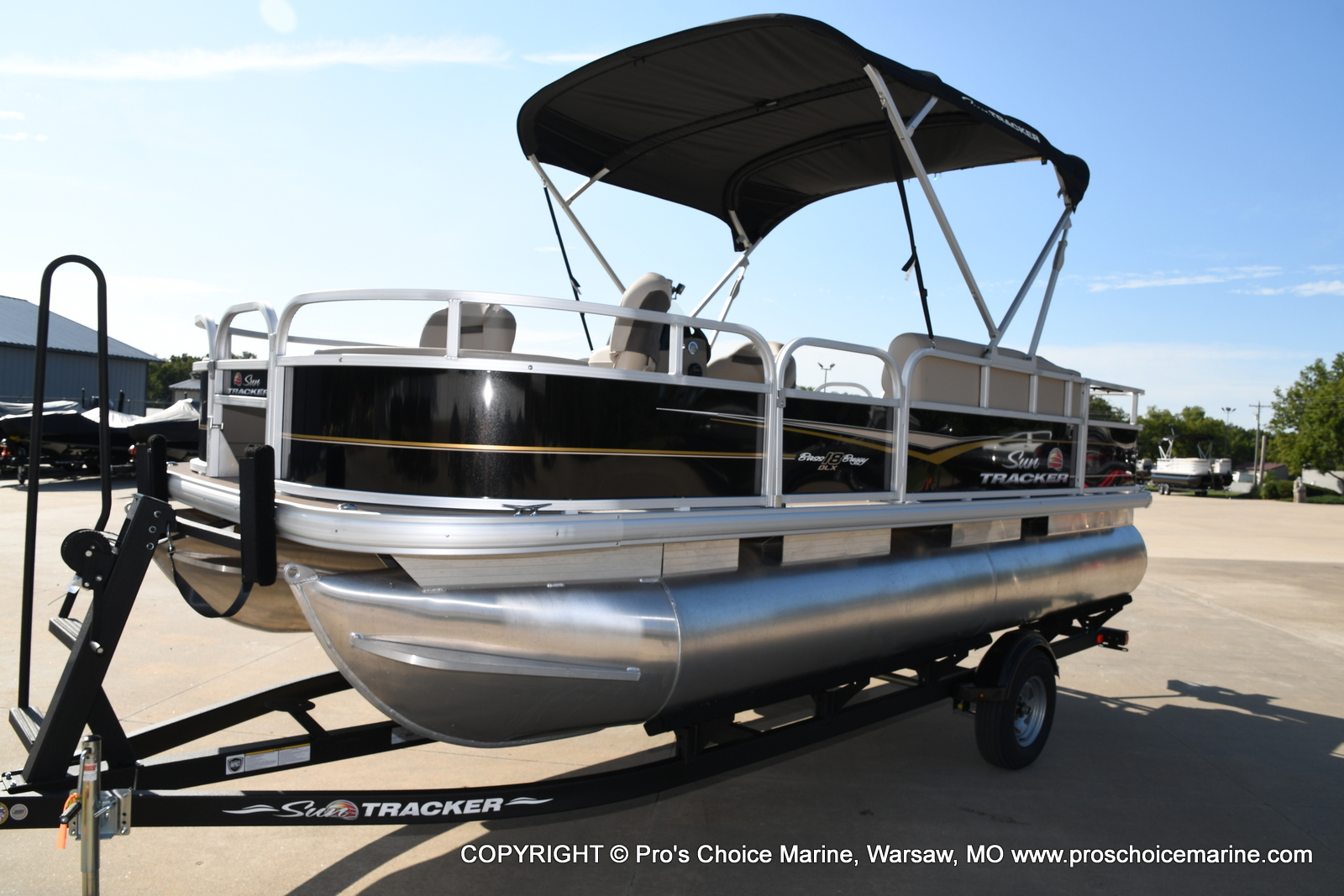 2021 Sun Tracker boat for sale, model of the boat is Bass Buggy 18 DLX & Image # 14 of 46