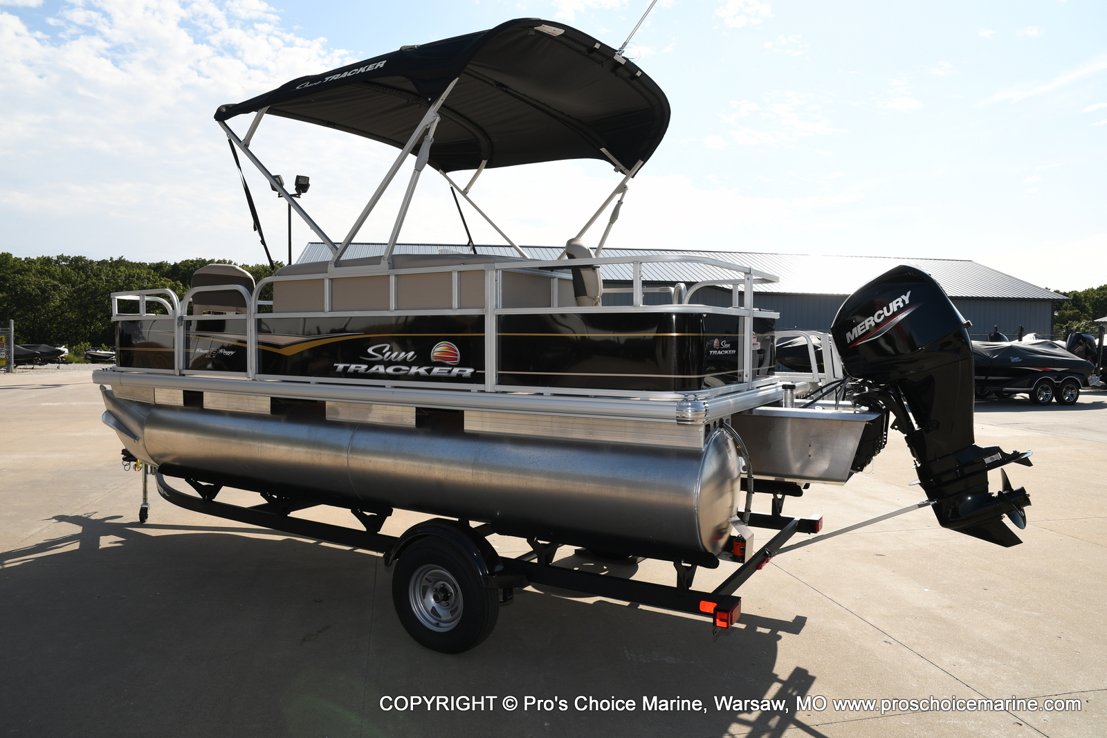 2021 Sun Tracker boat for sale, model of the boat is Bass Buggy 18 DLX & Image # 30 of 46