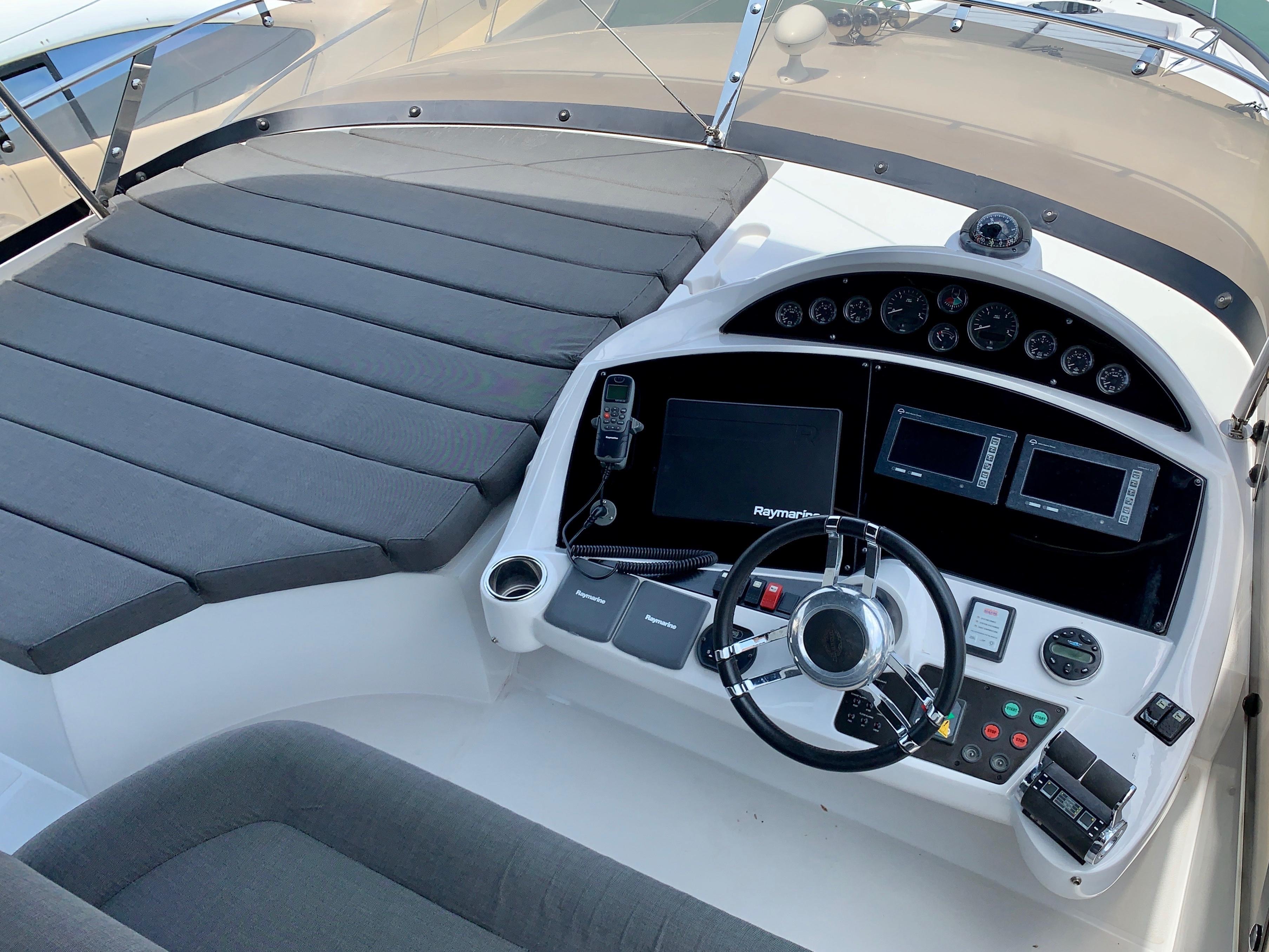 Fly bridge helm station
