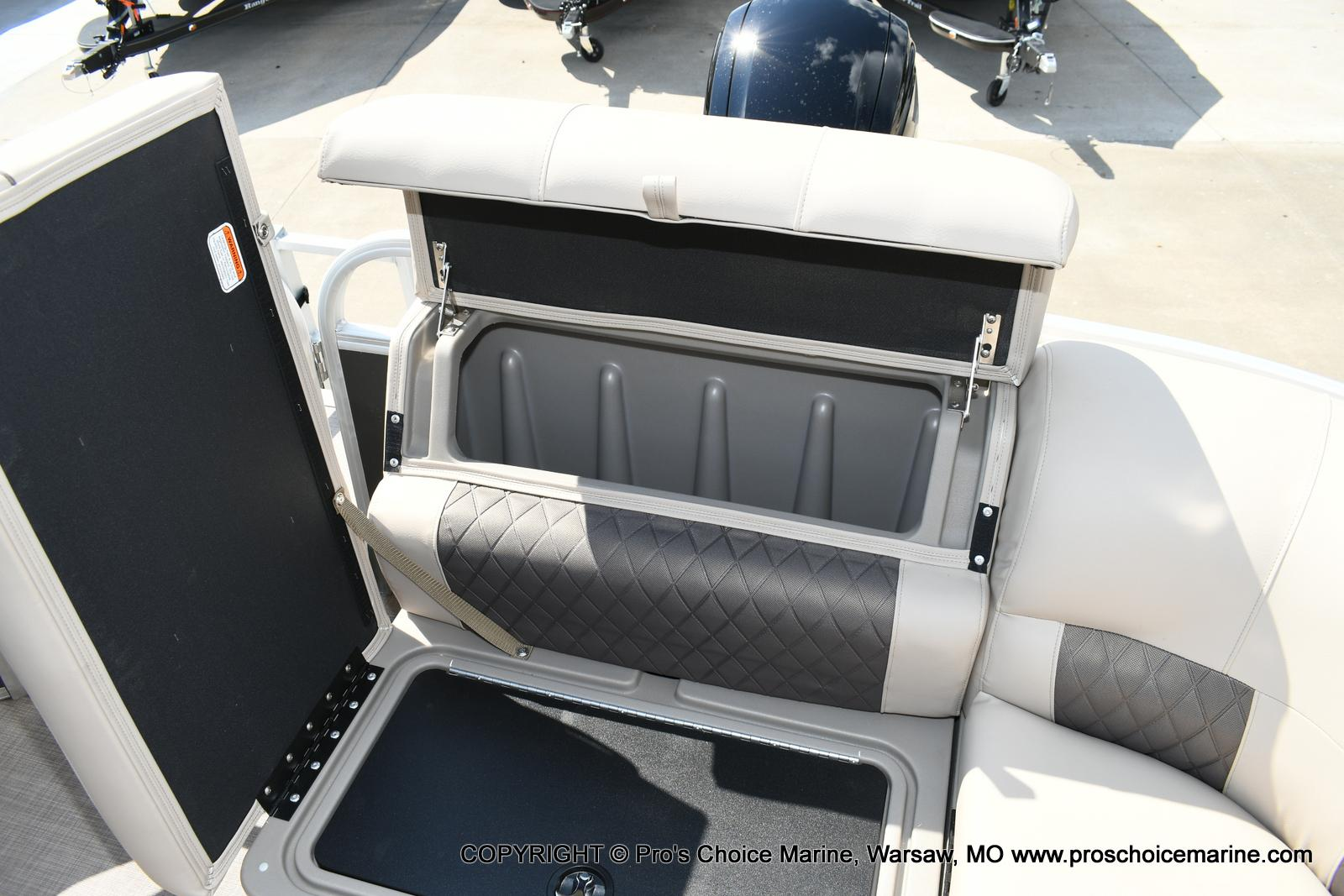 2020 Sun Tracker boat for sale, model of the boat is Party Barge 20 DLX & Image # 16 of 50