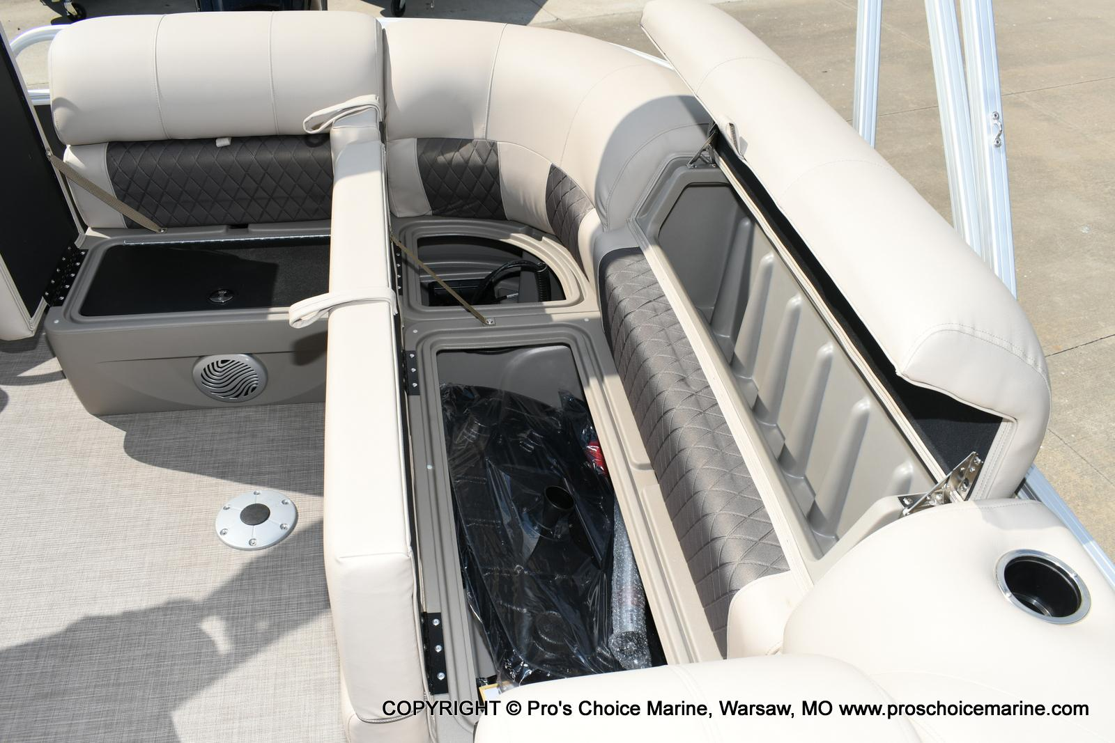 2020 Sun Tracker boat for sale, model of the boat is Party Barge 20 DLX & Image # 17 of 50