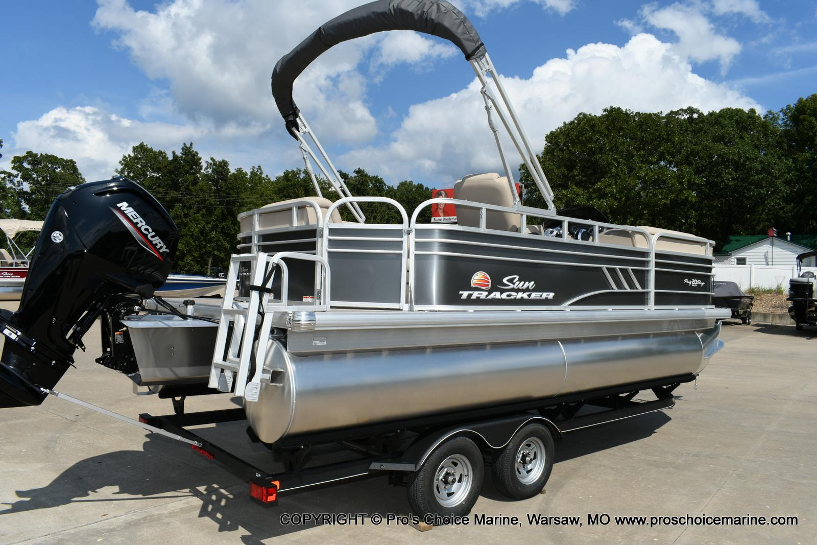 2020 Sun Tracker boat for sale, model of the boat is Party Barge 20 DLX & Image # 22 of 50
