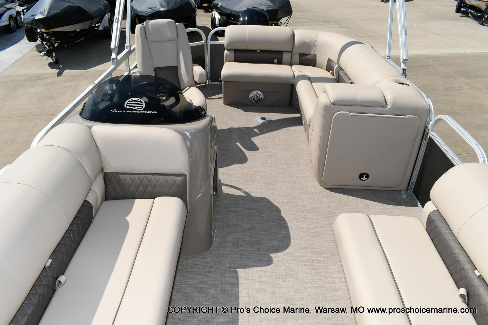 2020 Sun Tracker boat for sale, model of the boat is Party Barge 20 DLX & Image # 24 of 50