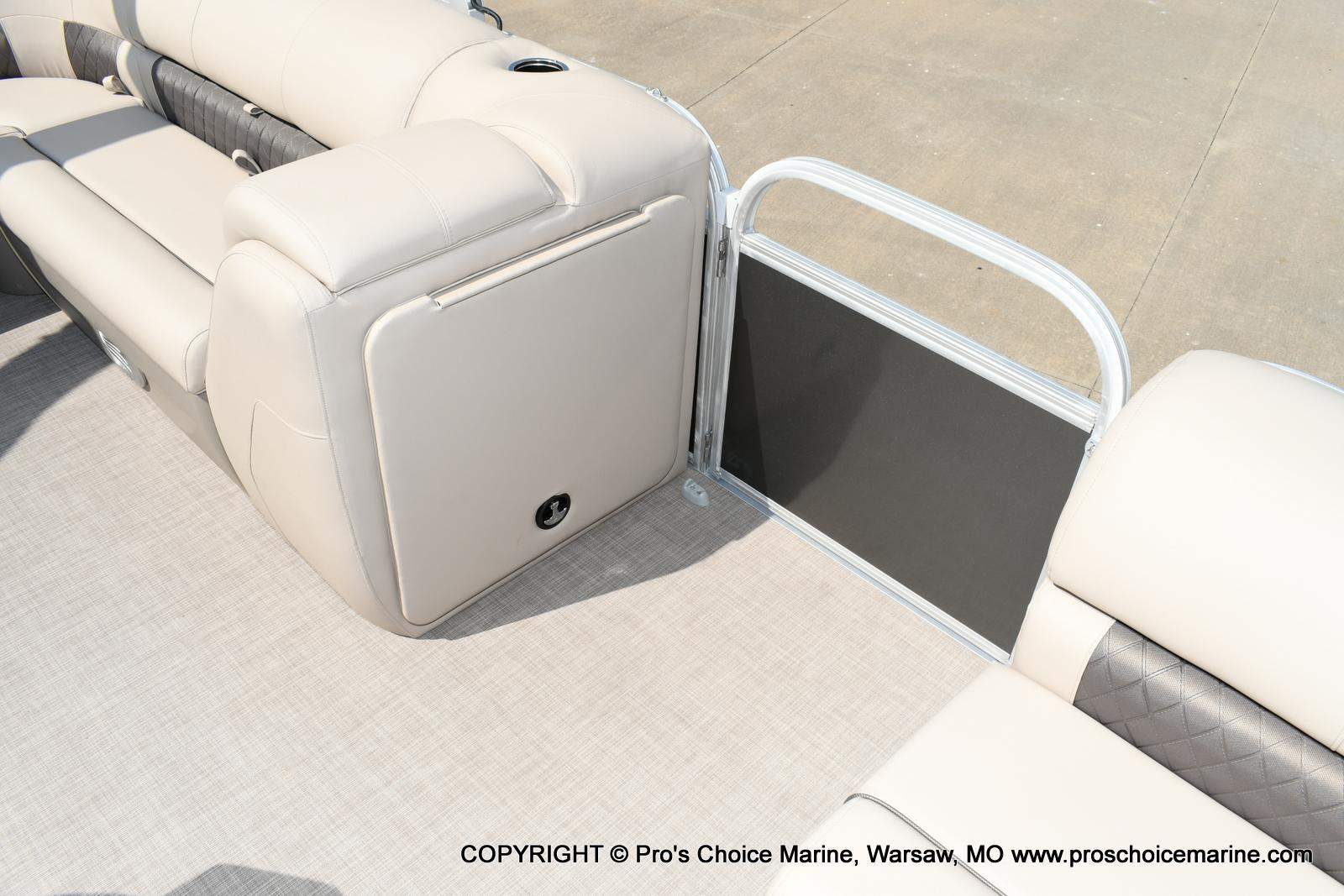 2020 Sun Tracker boat for sale, model of the boat is Party Barge 20 DLX & Image # 25 of 50