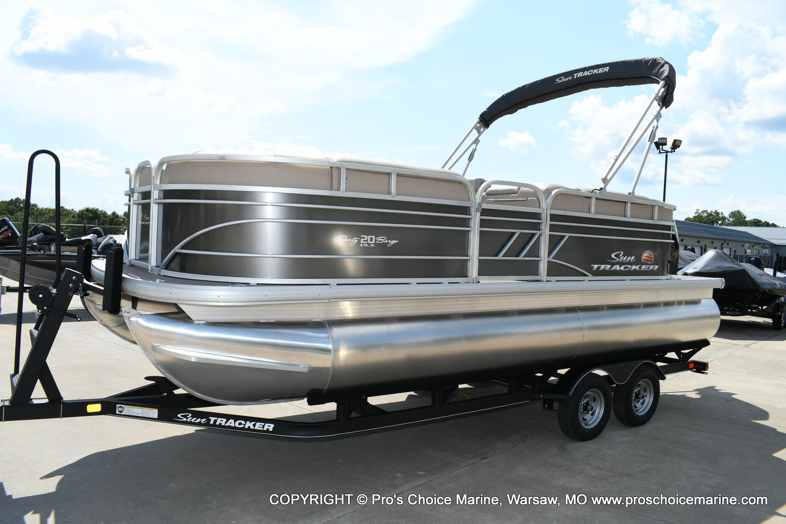 2020 Sun Tracker boat for sale, model of the boat is Party Barge 20 DLX & Image # 3 of 50