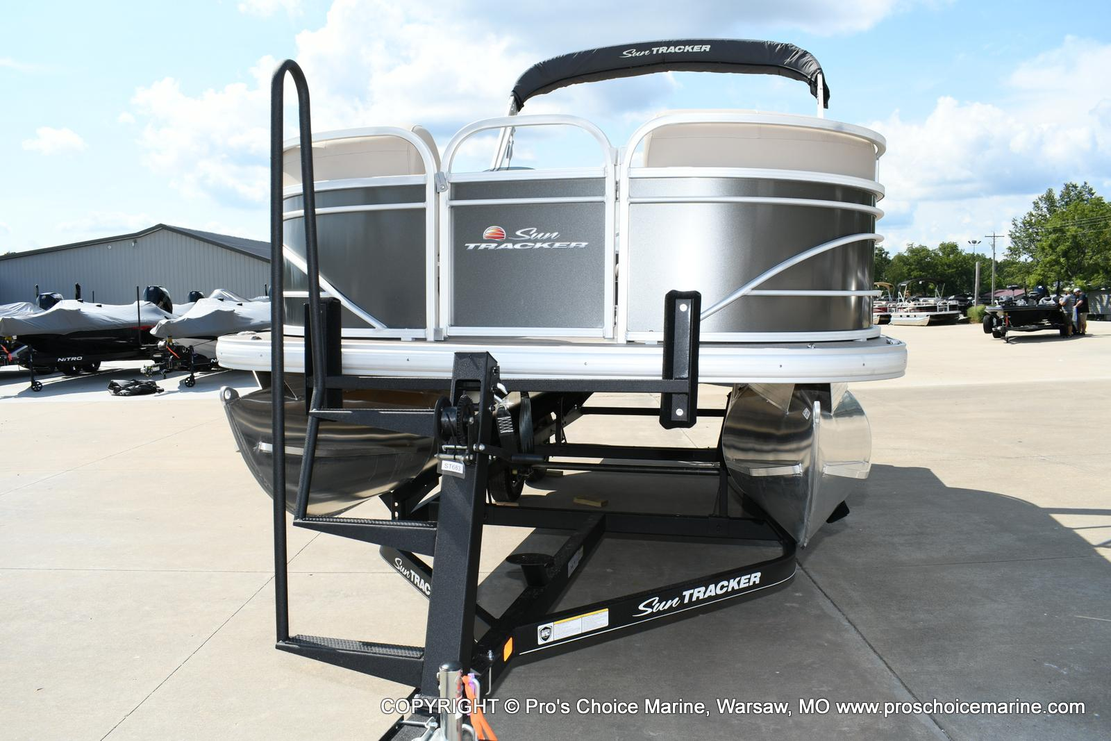 2020 Sun Tracker boat for sale, model of the boat is Party Barge 20 DLX & Image # 4 of 50