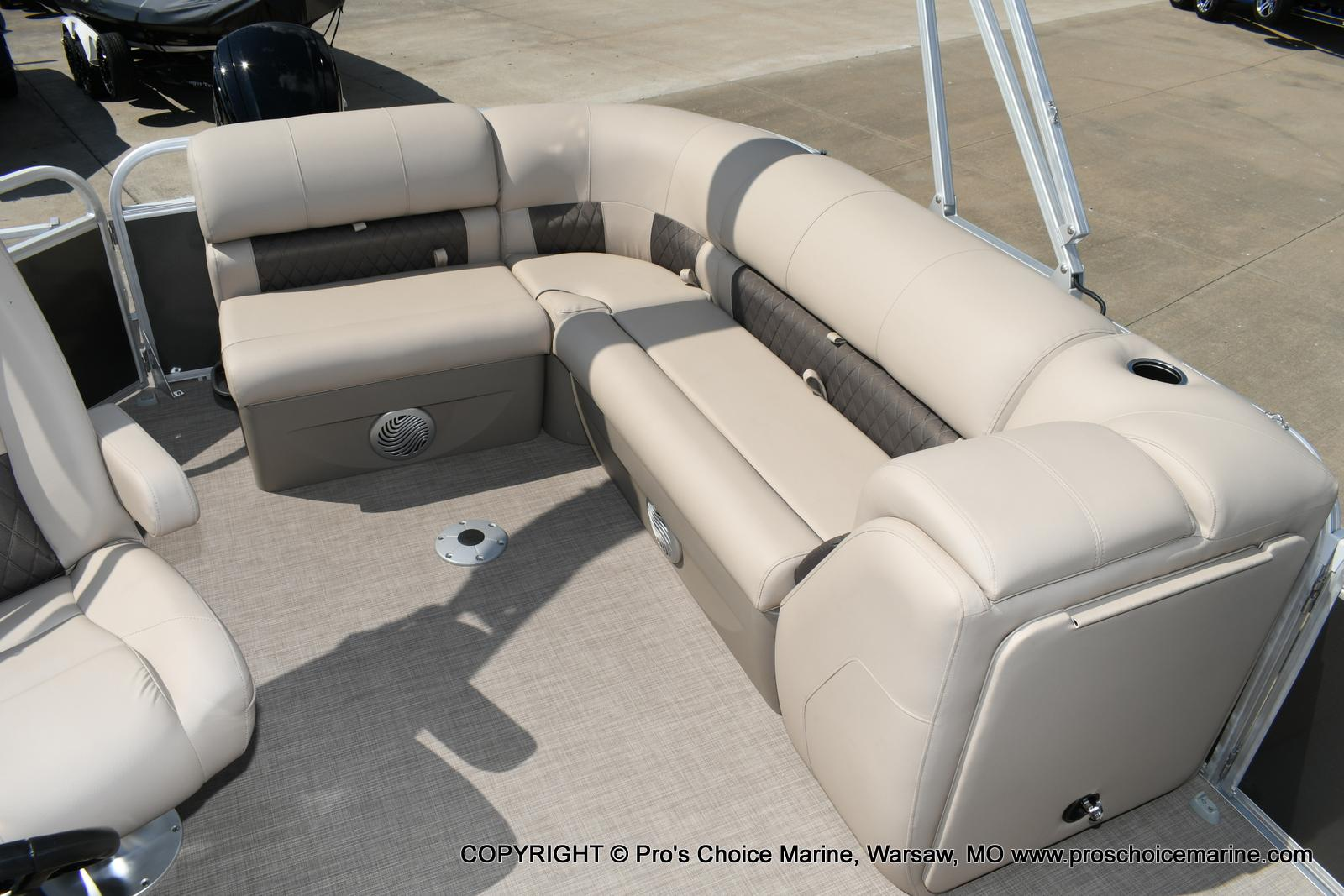 2020 Sun Tracker boat for sale, model of the boat is Party Barge 20 DLX & Image # 5 of 50