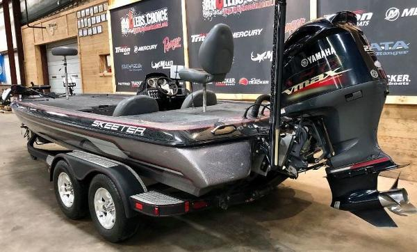 2011 Skeeter boat for sale, model of the boat is ZX 225 & Image # 3 of 10