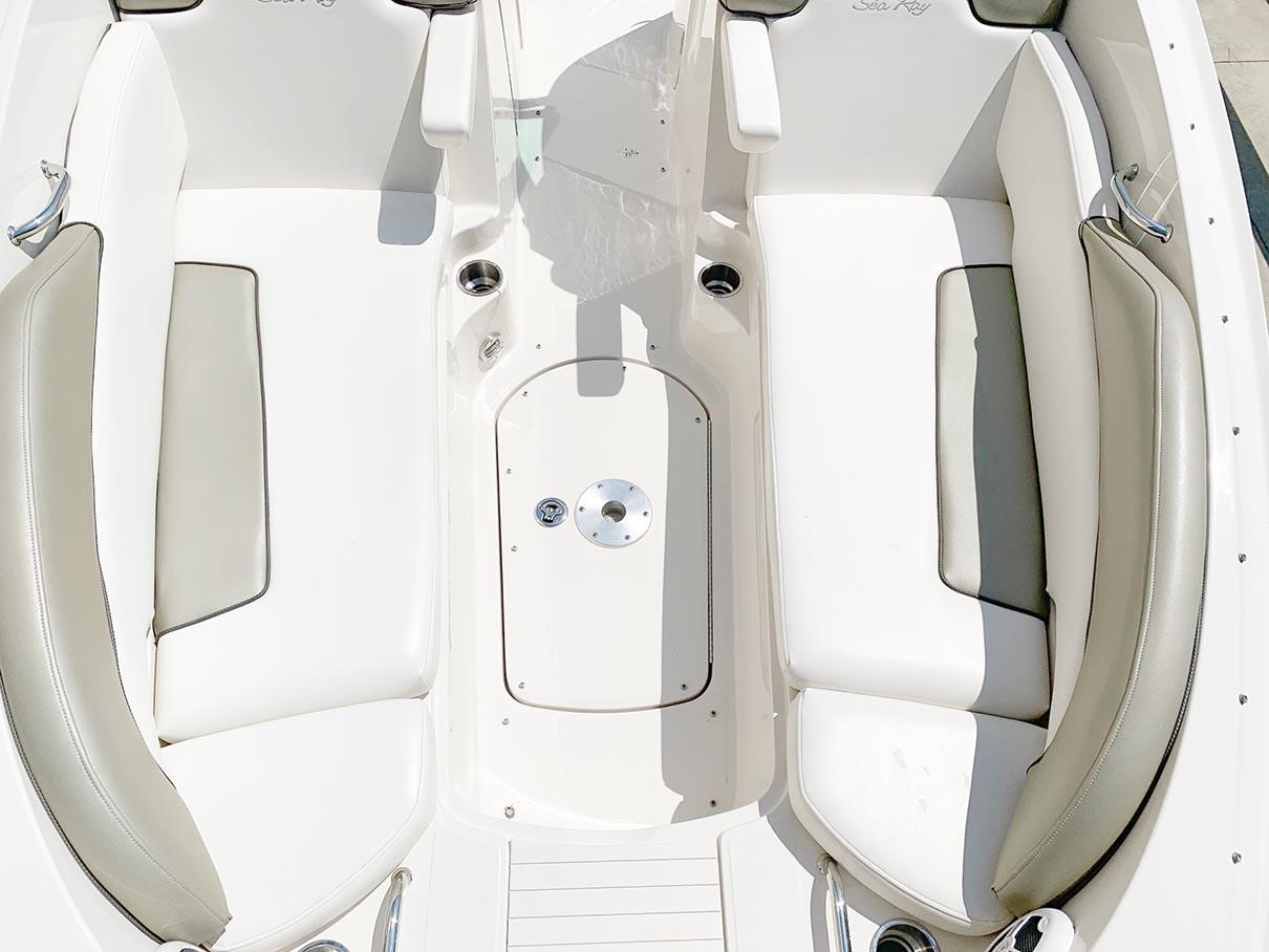 Sea Ray 260 Sundeck - Bow from Above