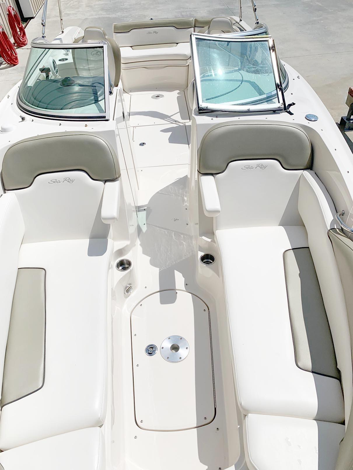 Sea Ray 260 Sundeck - Boat from Bow