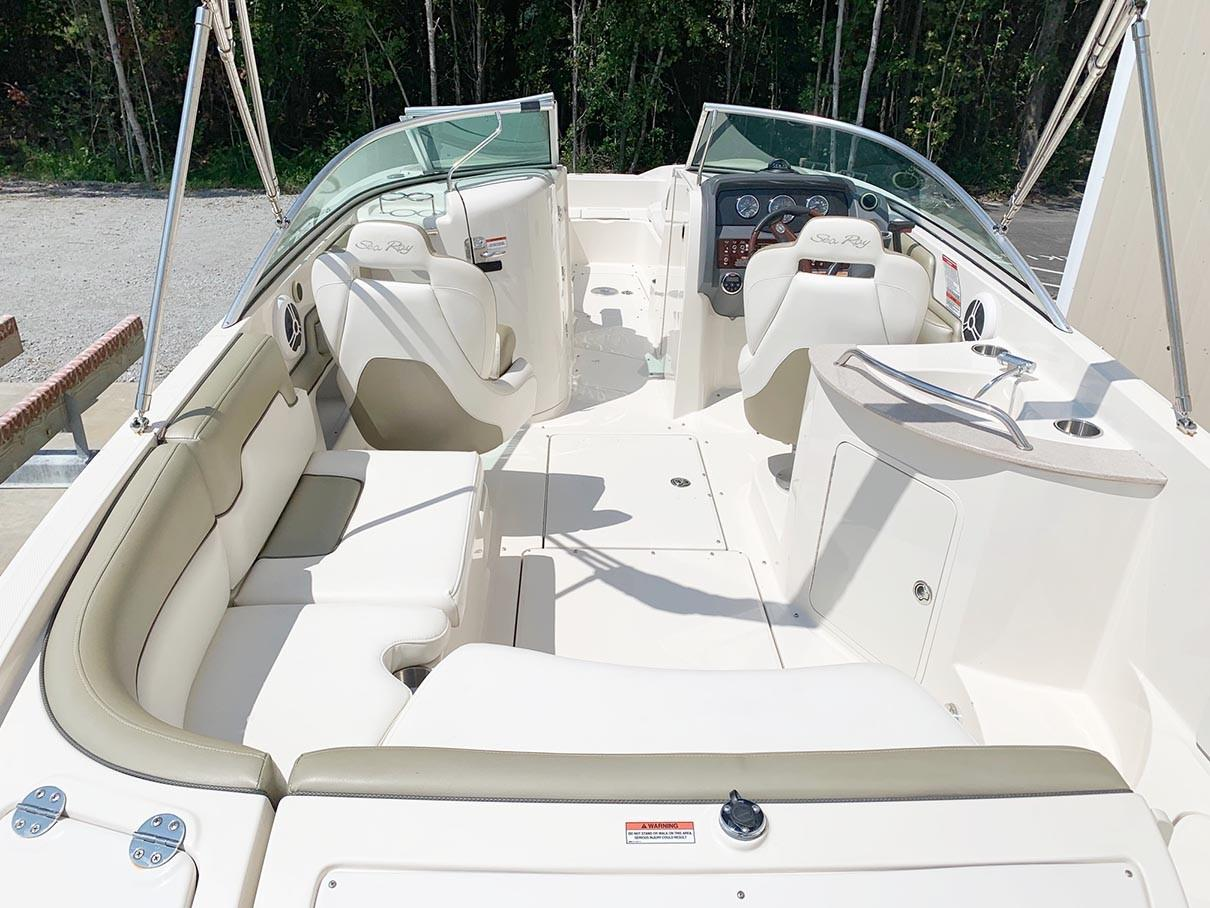 Sea Ray 260 Sundeck - Boat From Aft