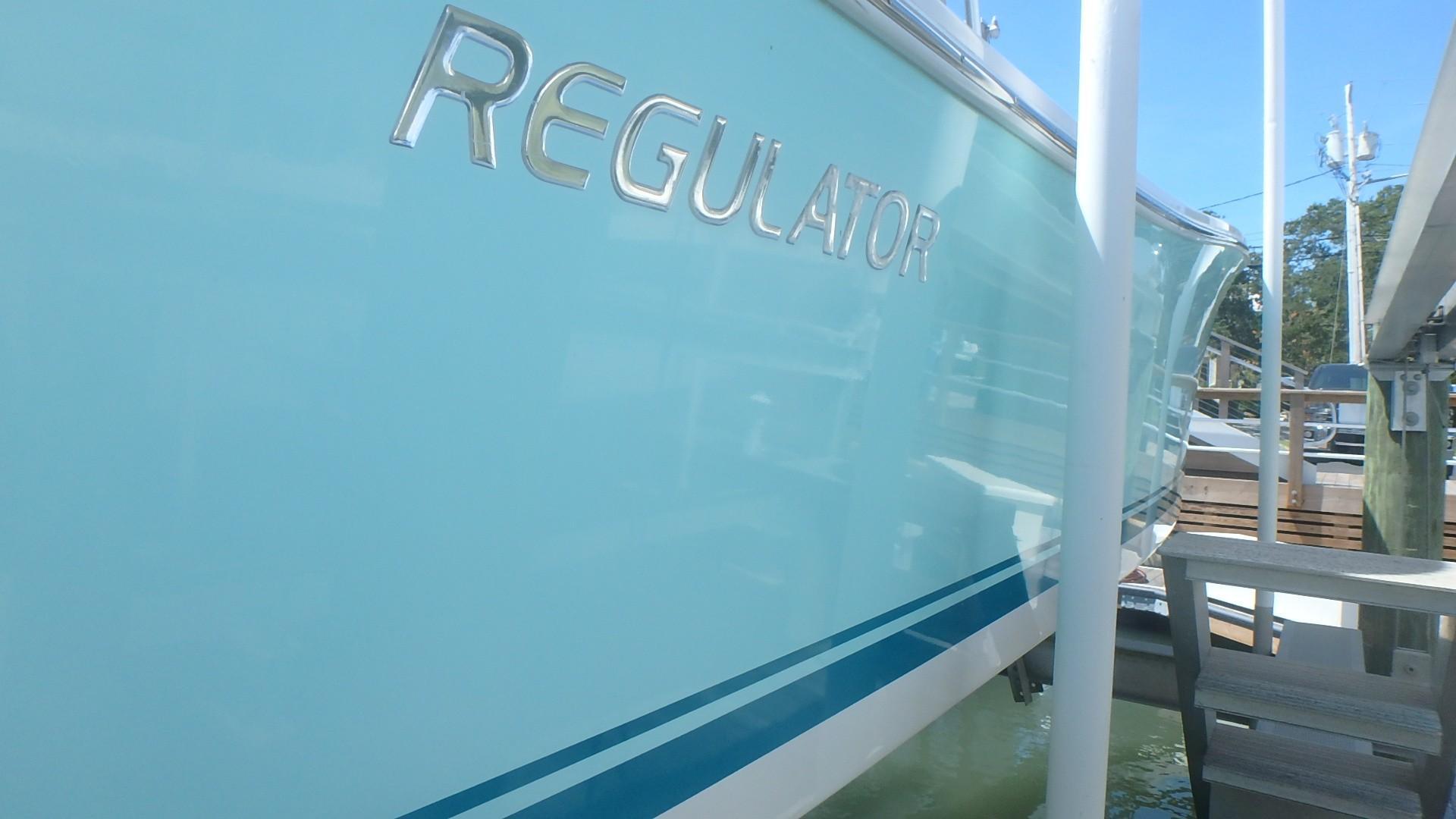 Regulator 23 Forward Seating - Hullside