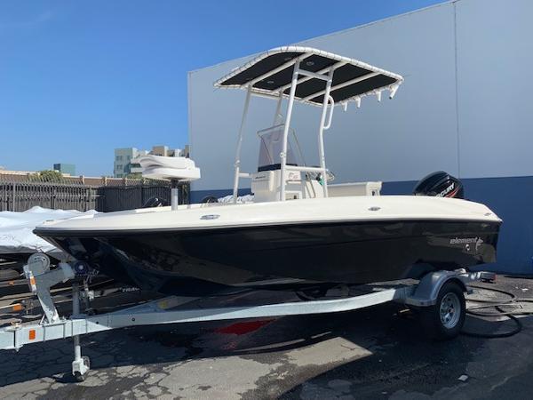 2011 Bayliner 285 Cruiser Boat Test & Review 714 | Boat Tests