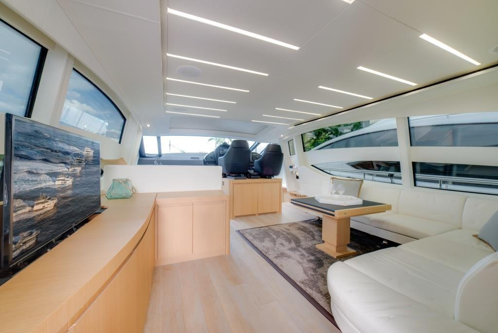 2016 Pershing 74 - Salon