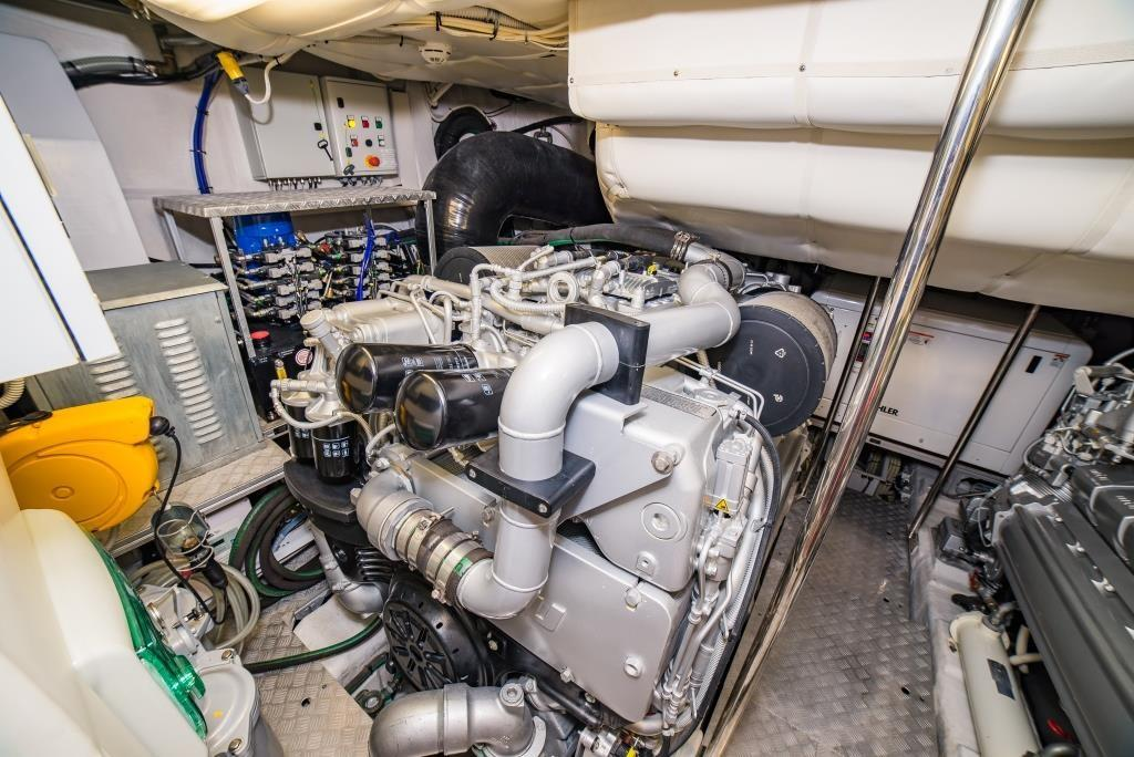 2016 Pershing 74 - Engine Room