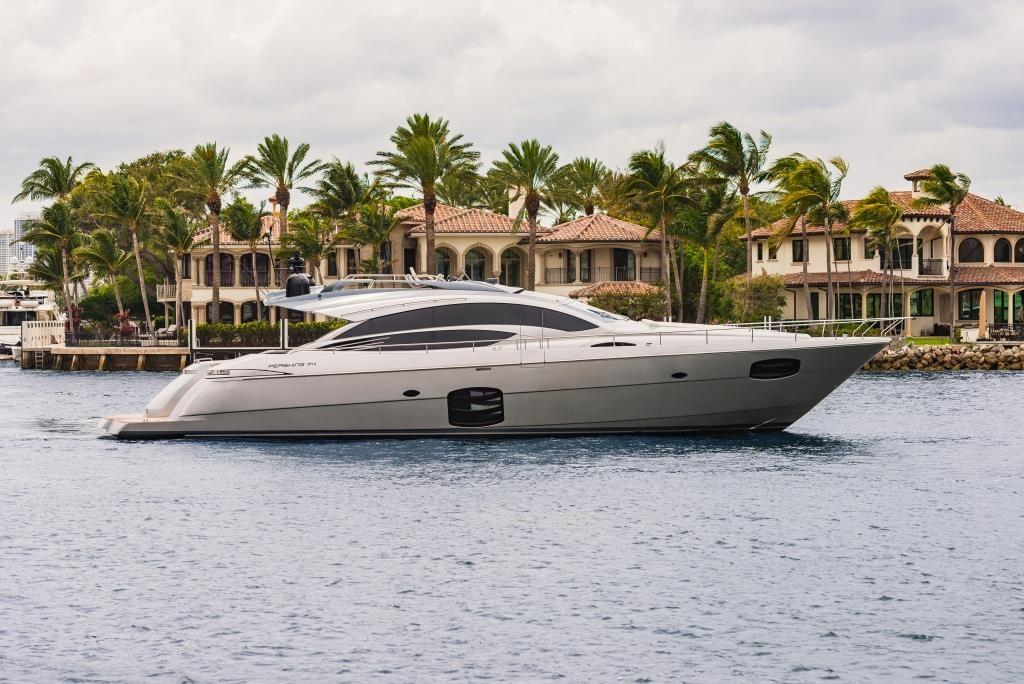 2016 Pershing 74 -  Profile
