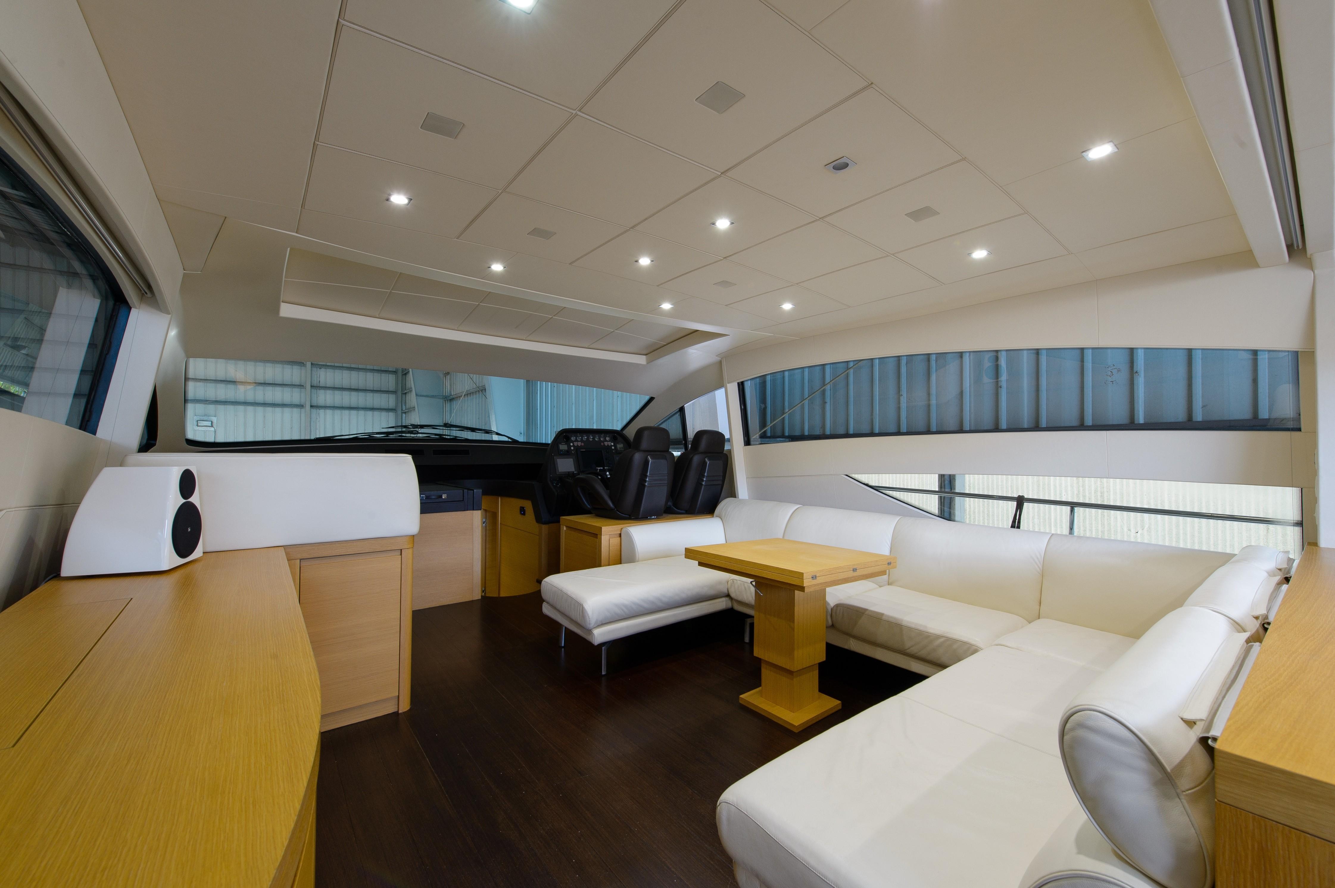 2012 Pershing 64 - Salon