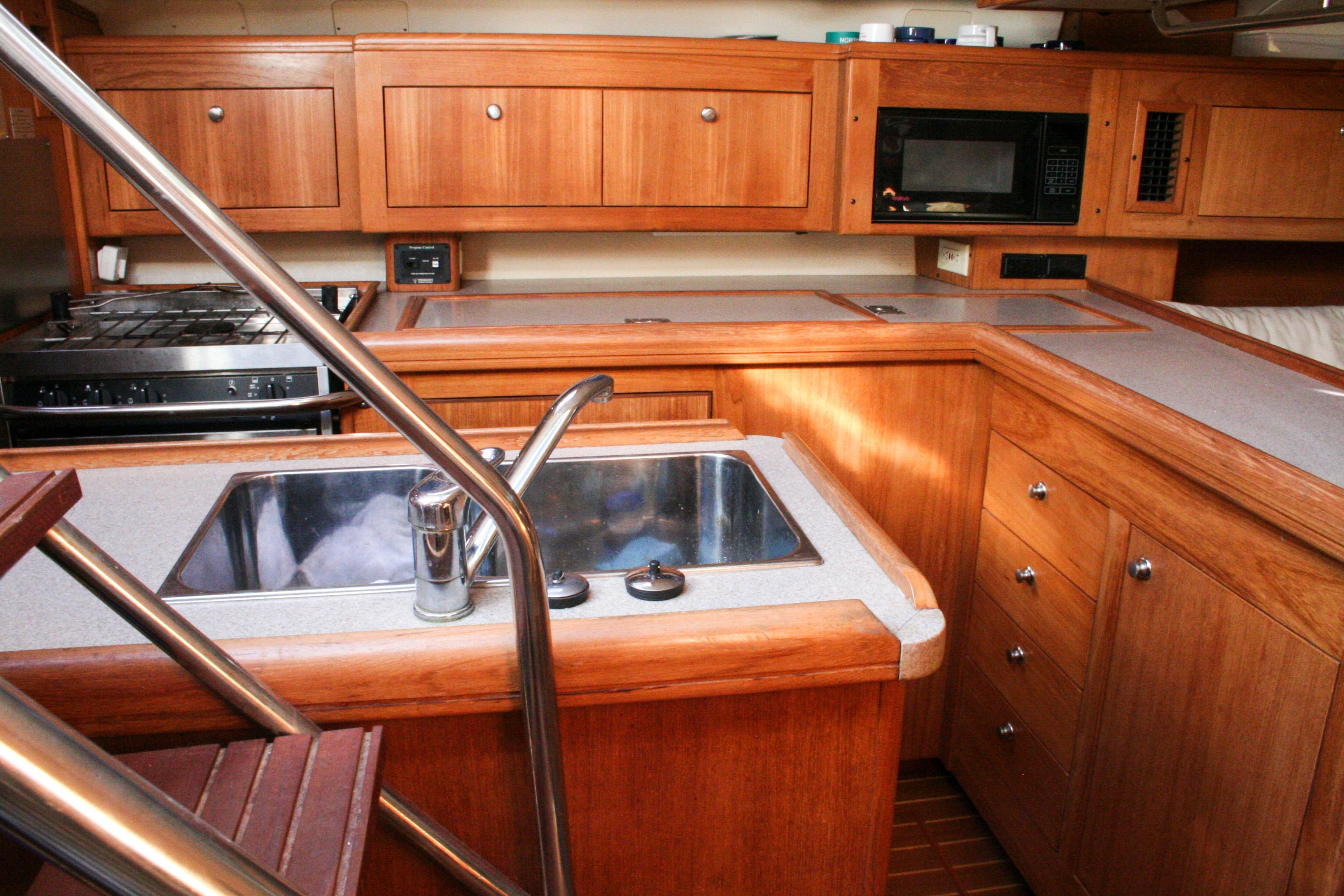 2001 Hunter 46 | Sailboats for Sale