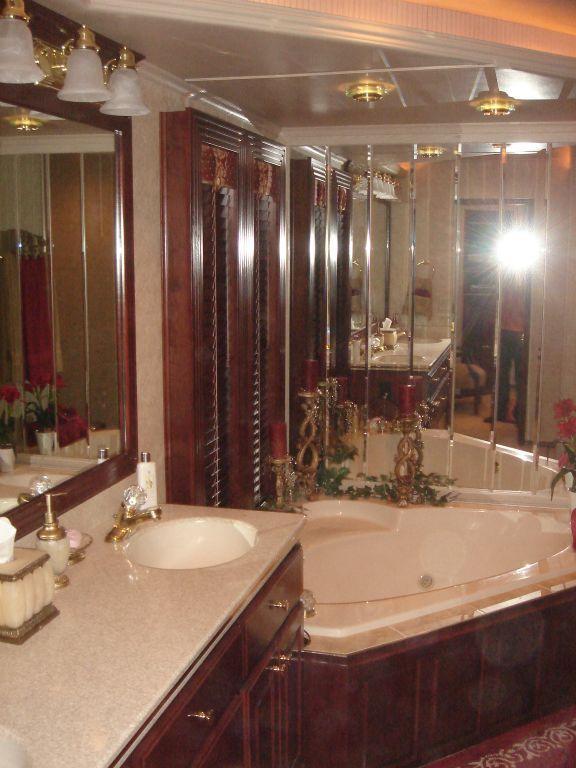 Fantasy 100 Master Bath / Whirlpool Tub