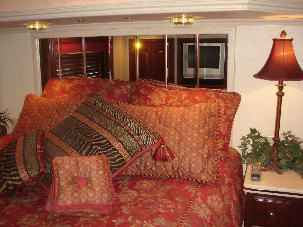 Fantasy 100 VIP Stateroom Queen Bed