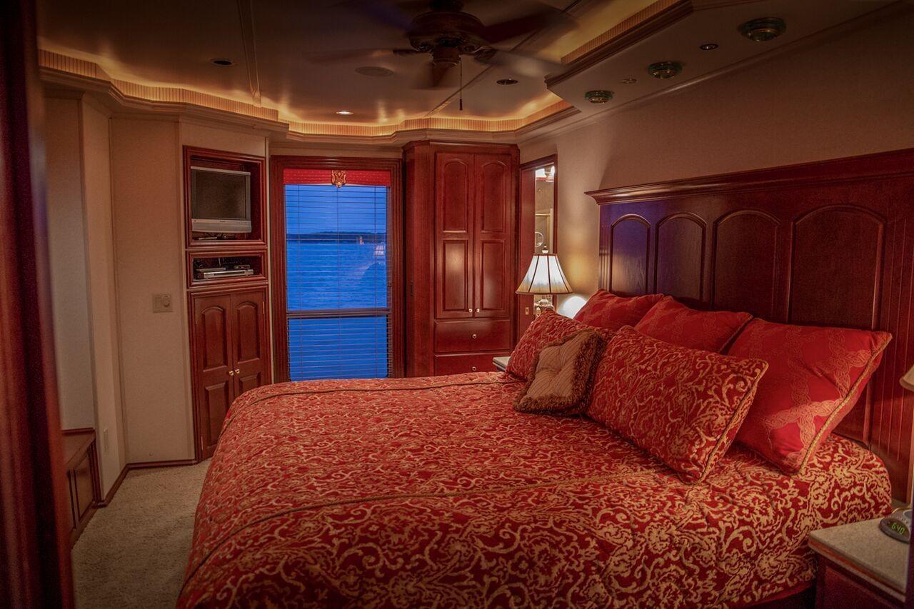 Fantasy 100 VIP Stateroom