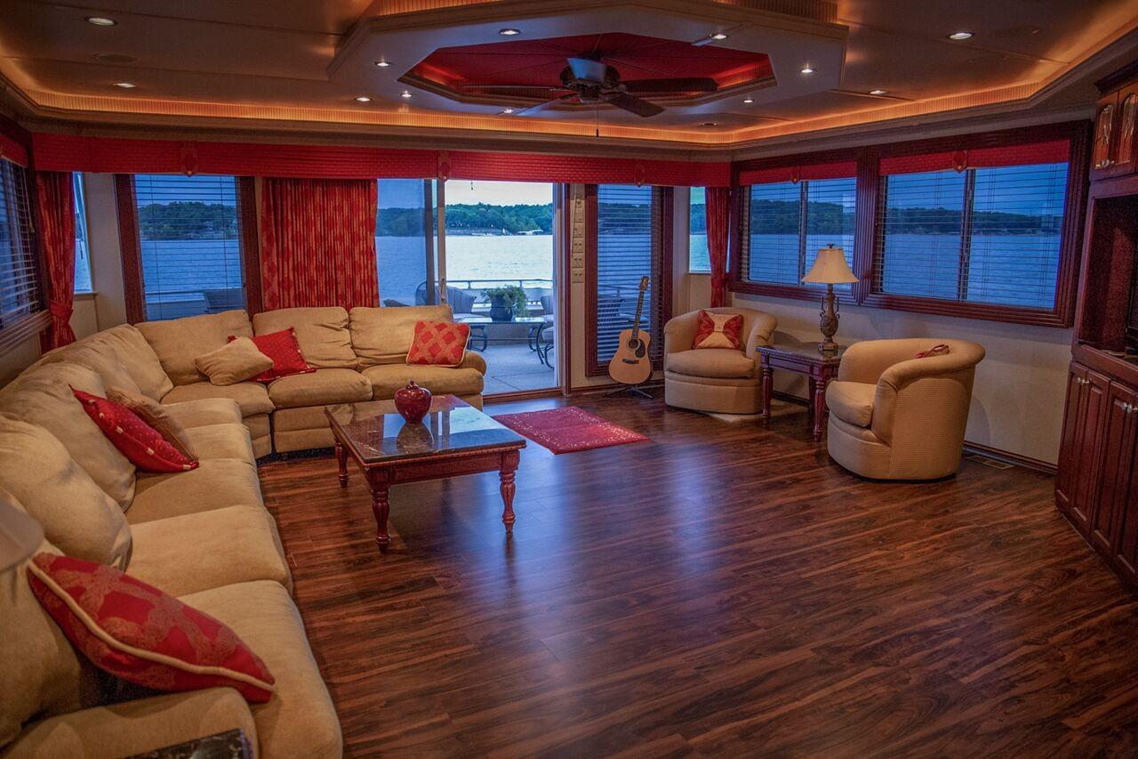 Fantasy 100 Salon Facing Aft