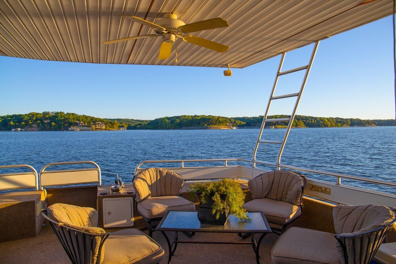 Fantasy 100 Aft Deck Seating
