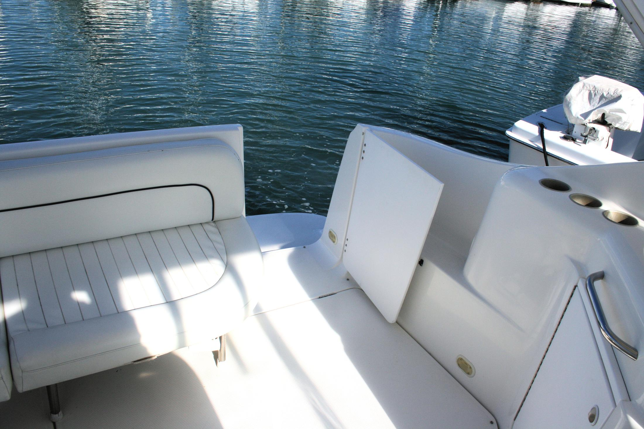 PORT SIDE SEATING ACROSS HELM