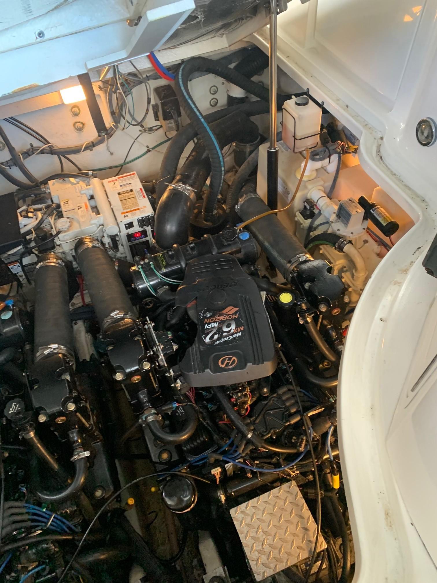 Sea Ray 320 Sundancer - Engine 2