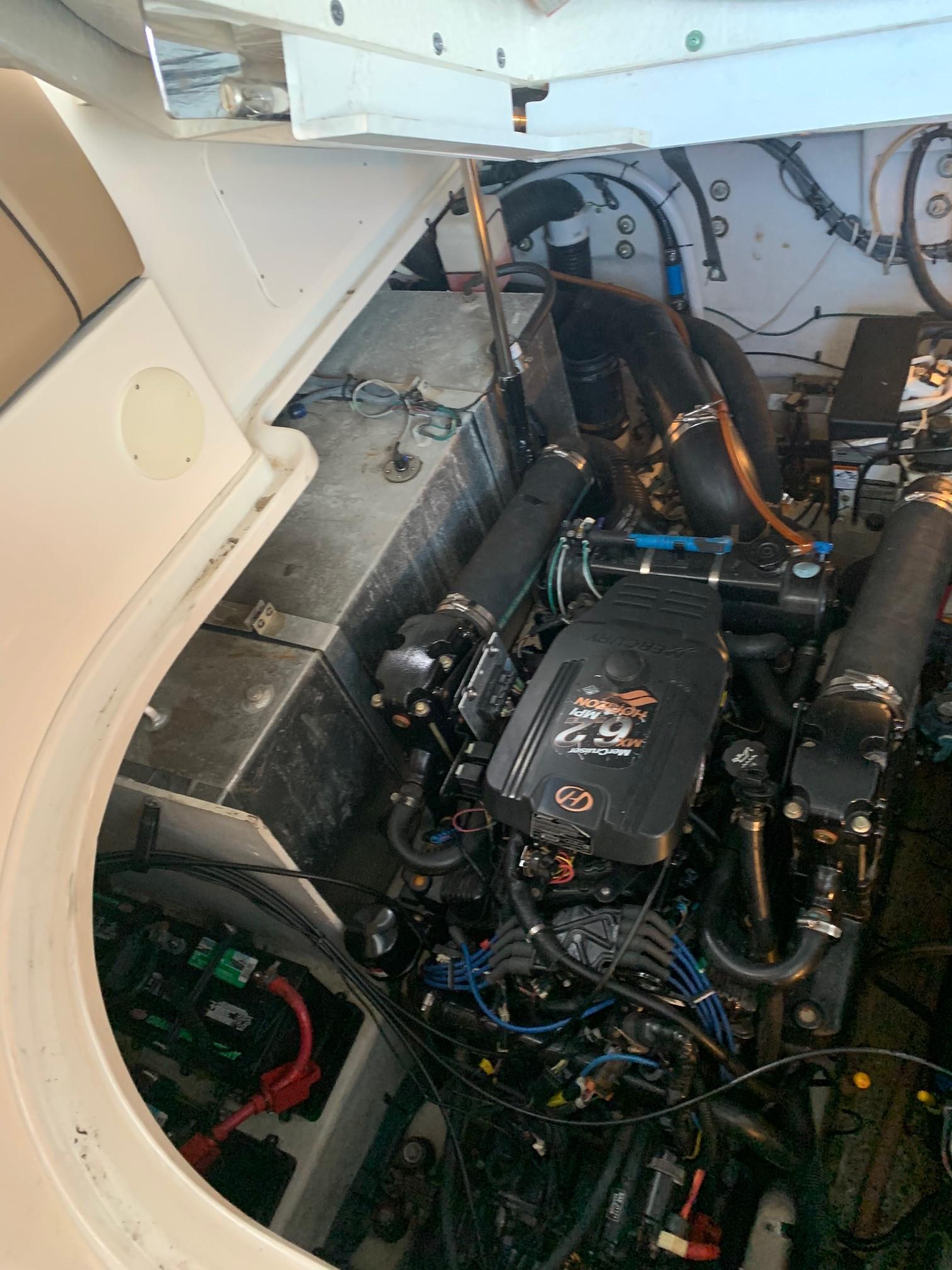 Sea Ray 320 Sundancer - Engine
