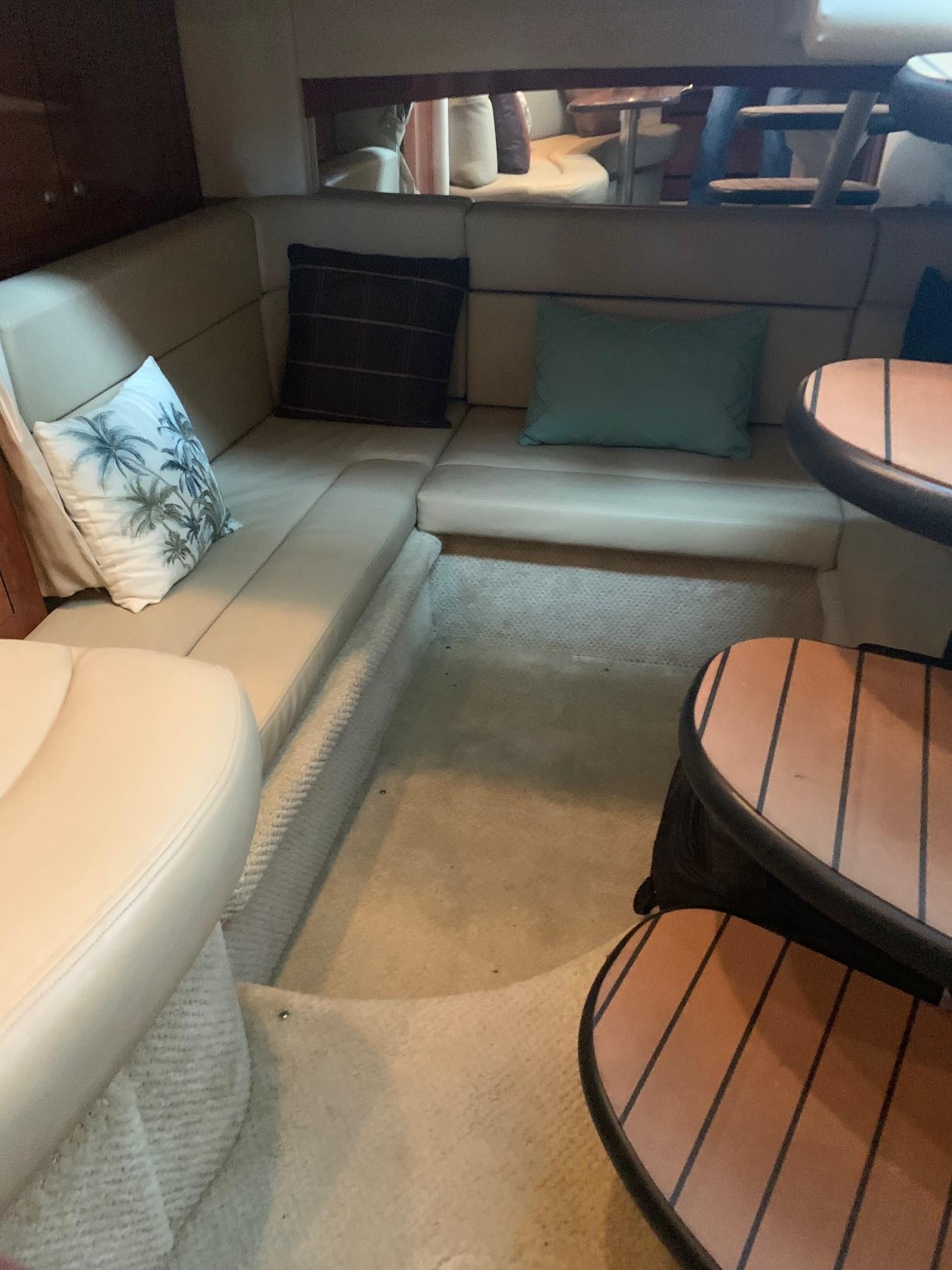 Sea Ray 320 Sundancer - Aft Seating/Cabin