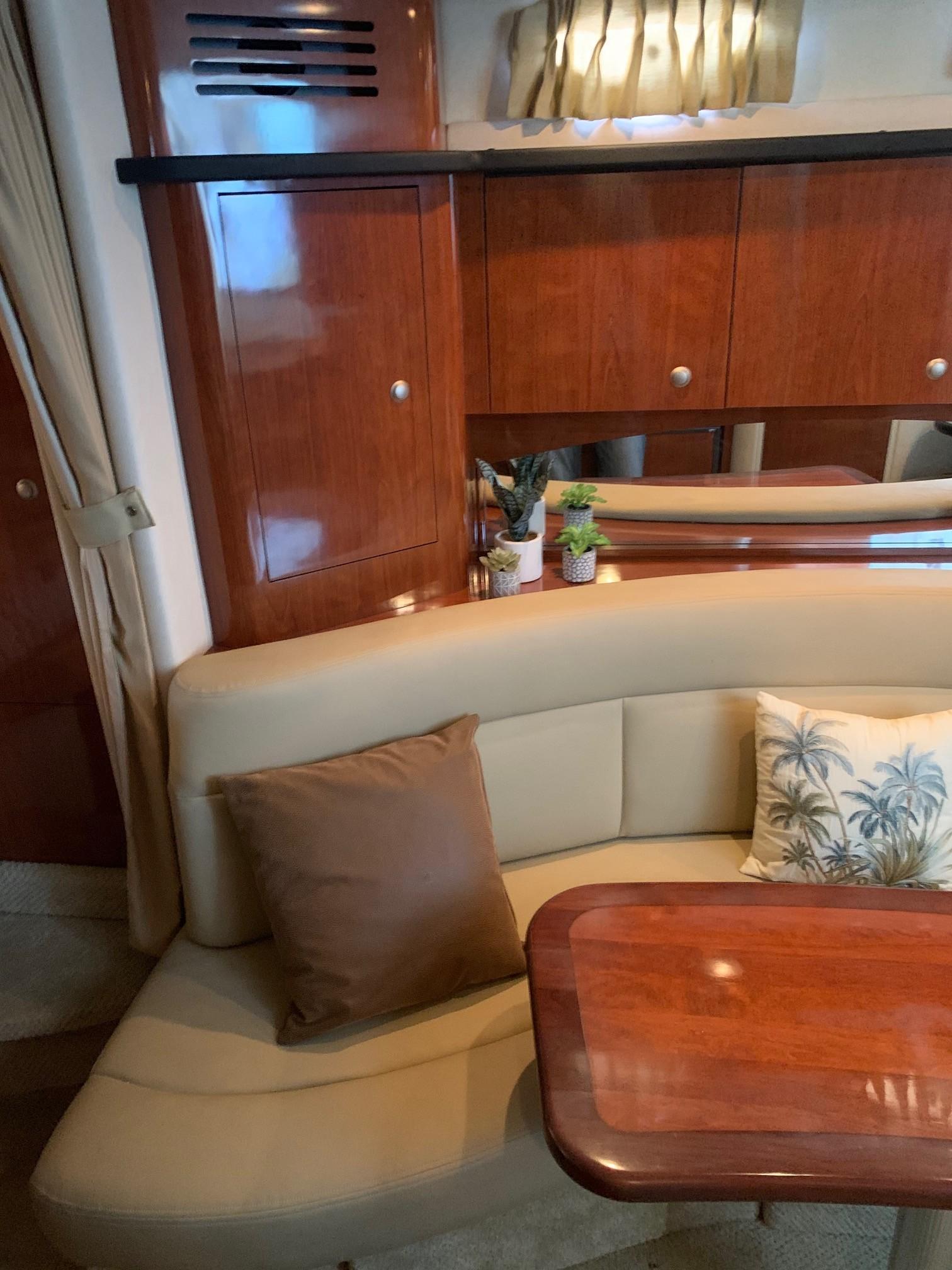 Sea Ray 320 Sundancer - Salon Cabinetry