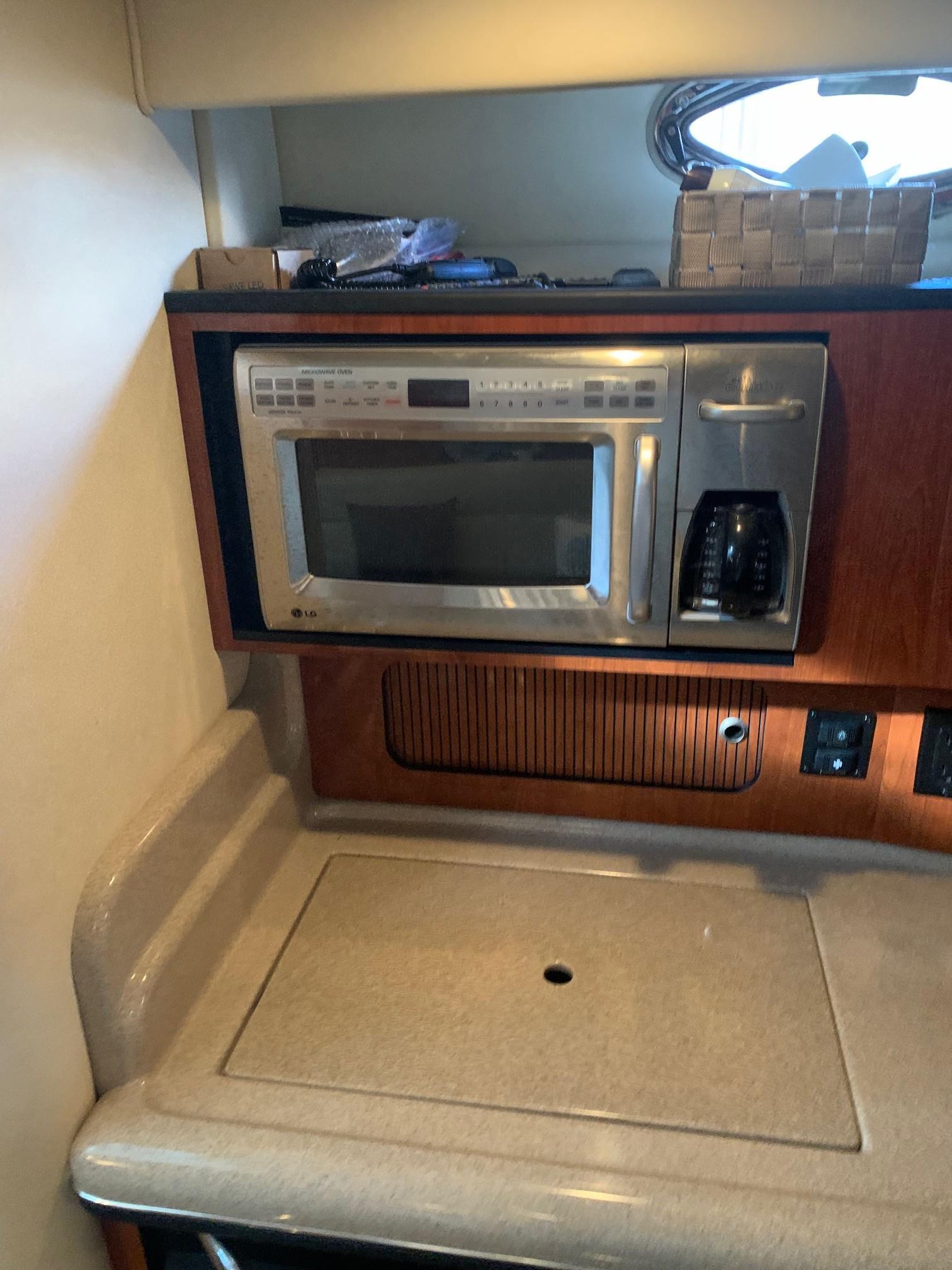 Sea Ray 320 Sundancer - Microwave