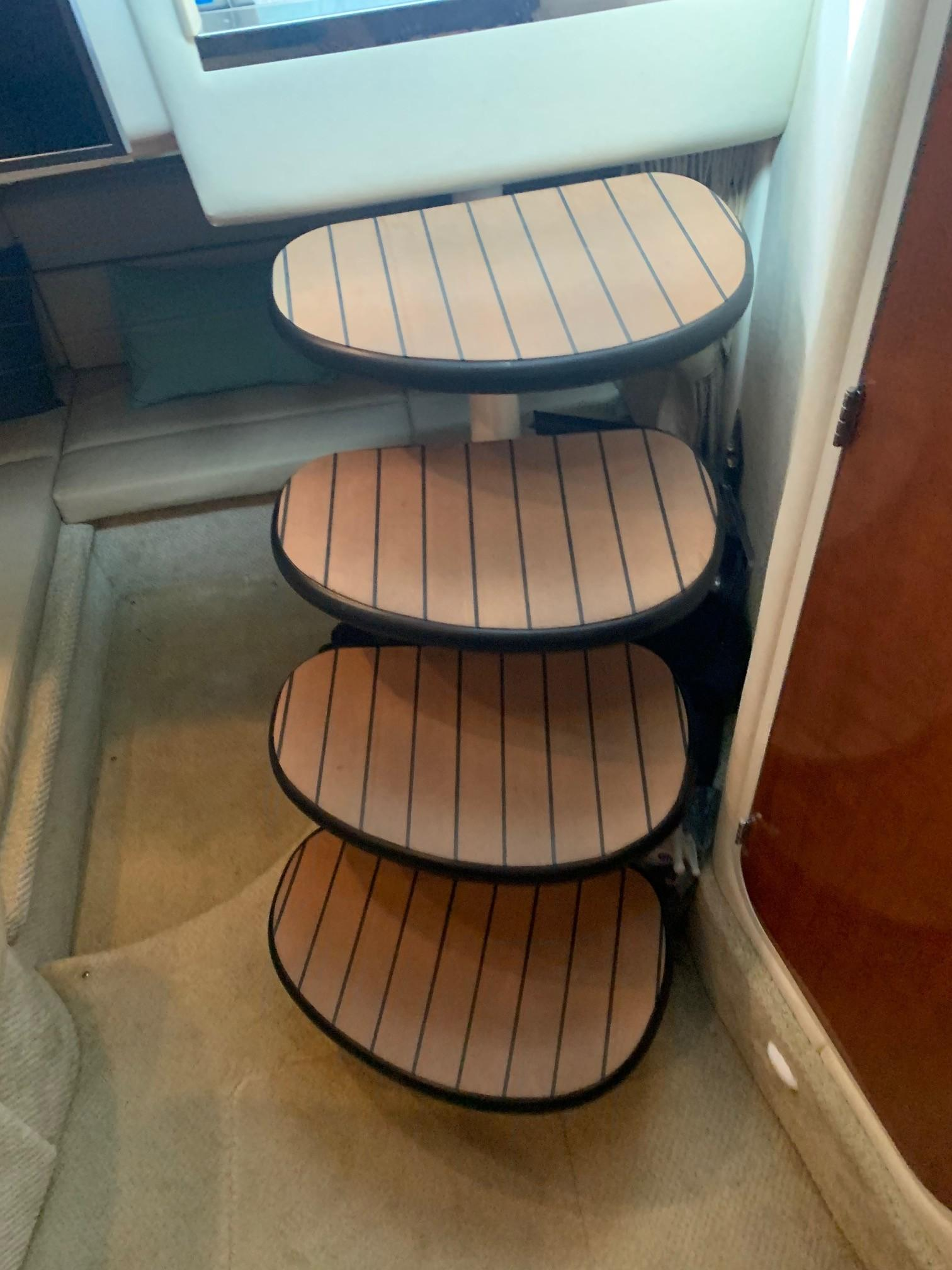Sea Ray 320 Sundancer - Stairs to Inside