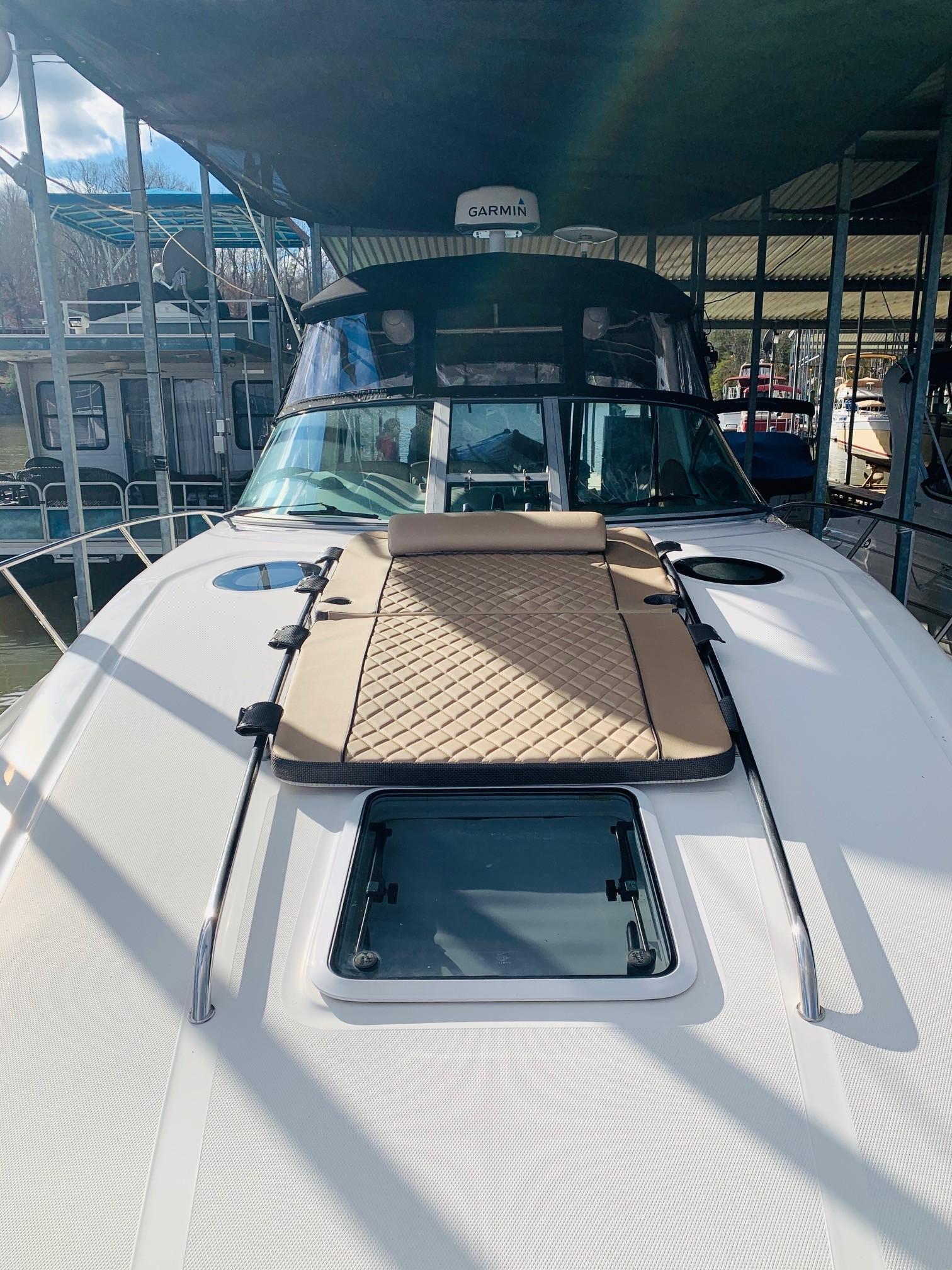 Sea Ray 320 Sundancer - Deck looking Aft