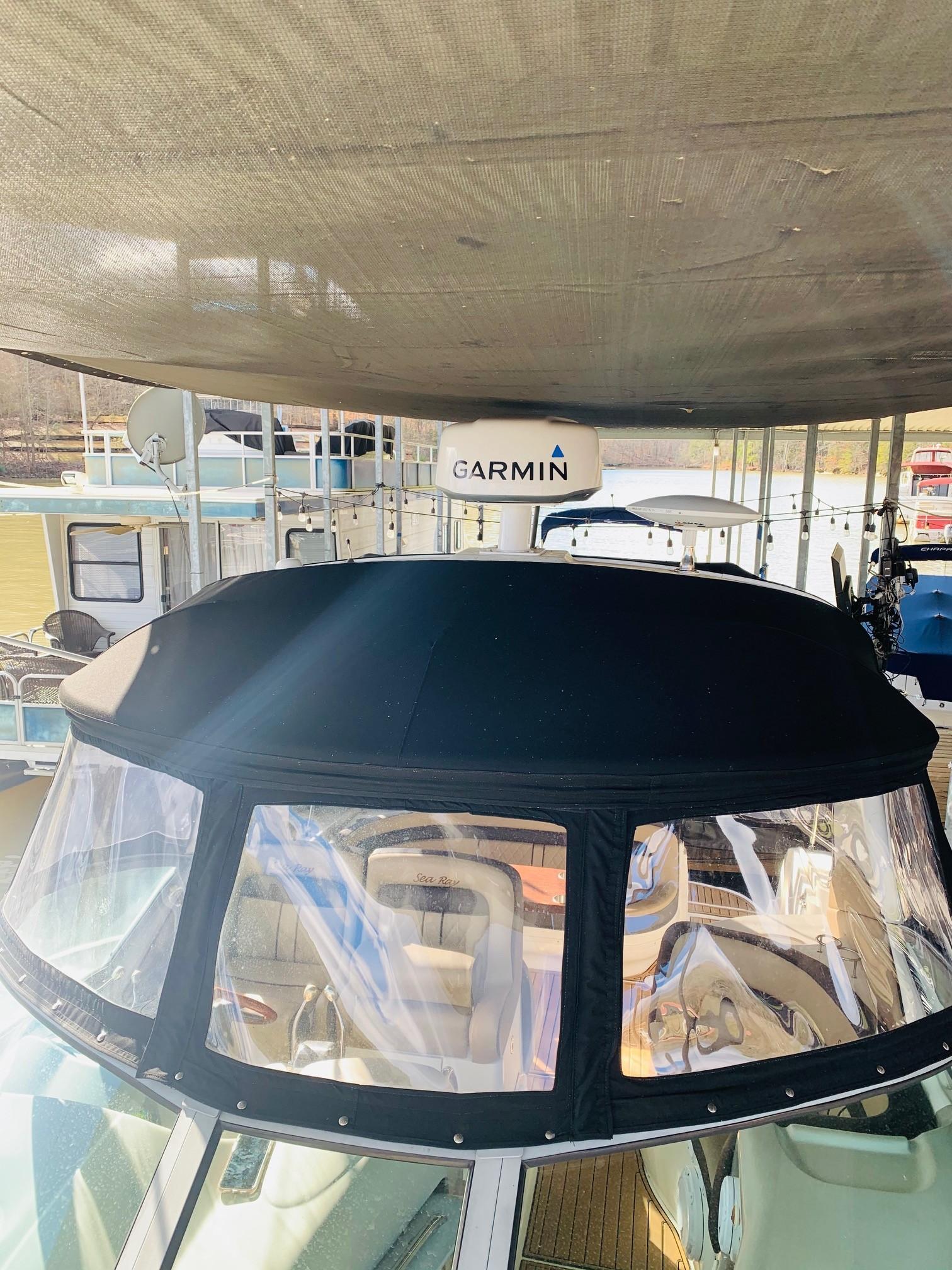 Sea Ray 320 Sundancer - Radar