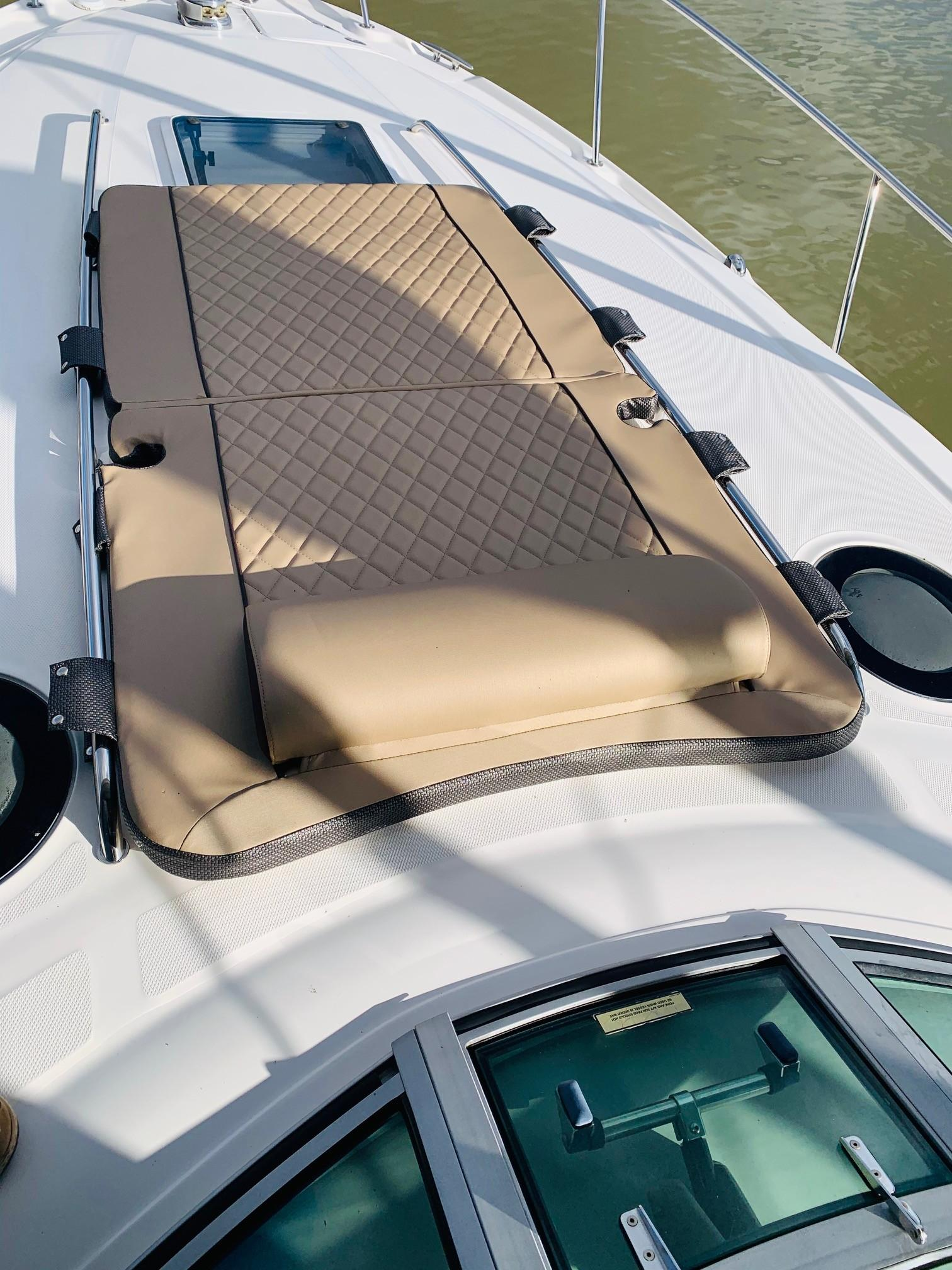 Sea Ray 320 Sundancer - Deck Cushion