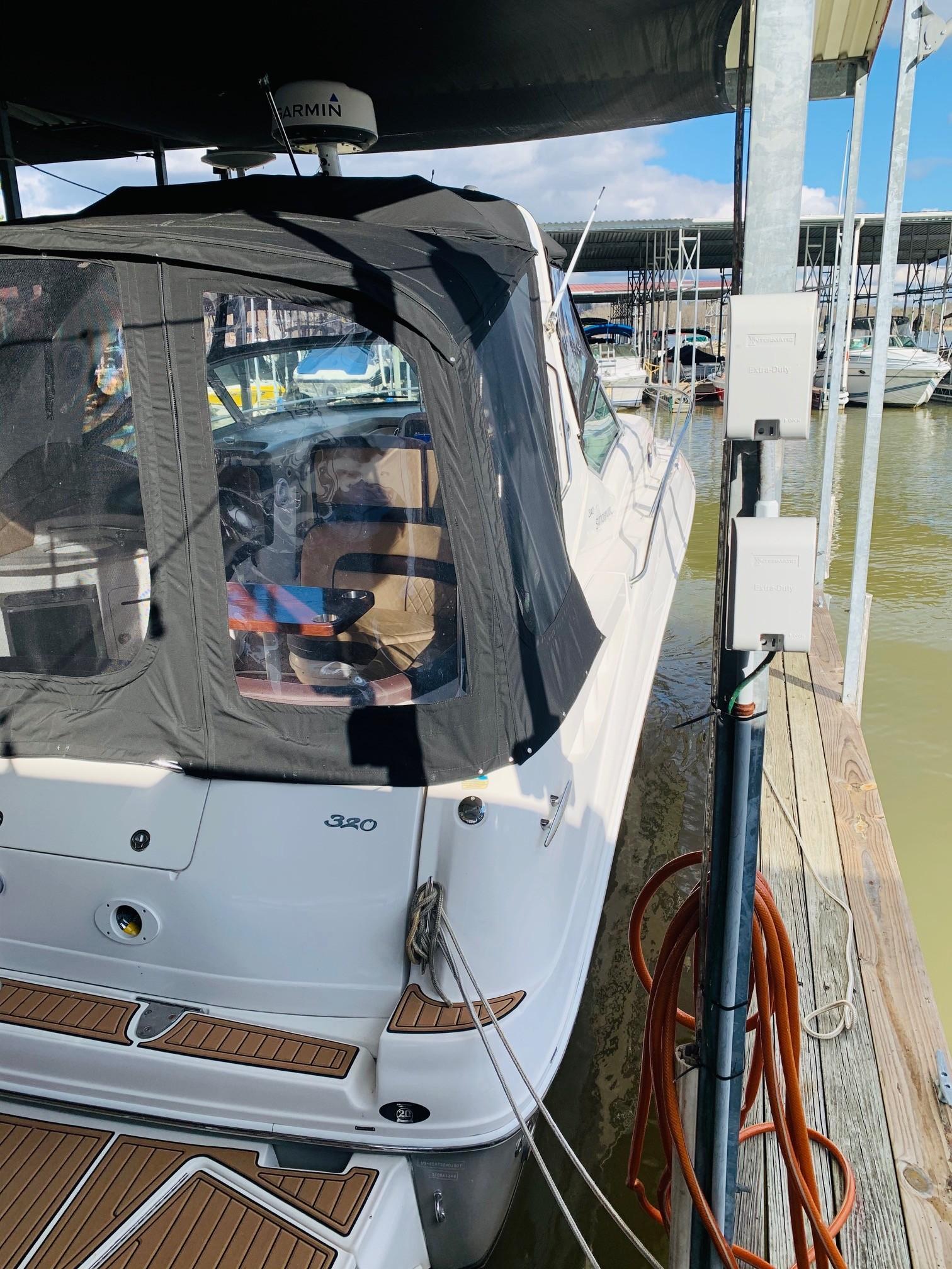Sea Ray 320 Sundancer - Starboard Corner