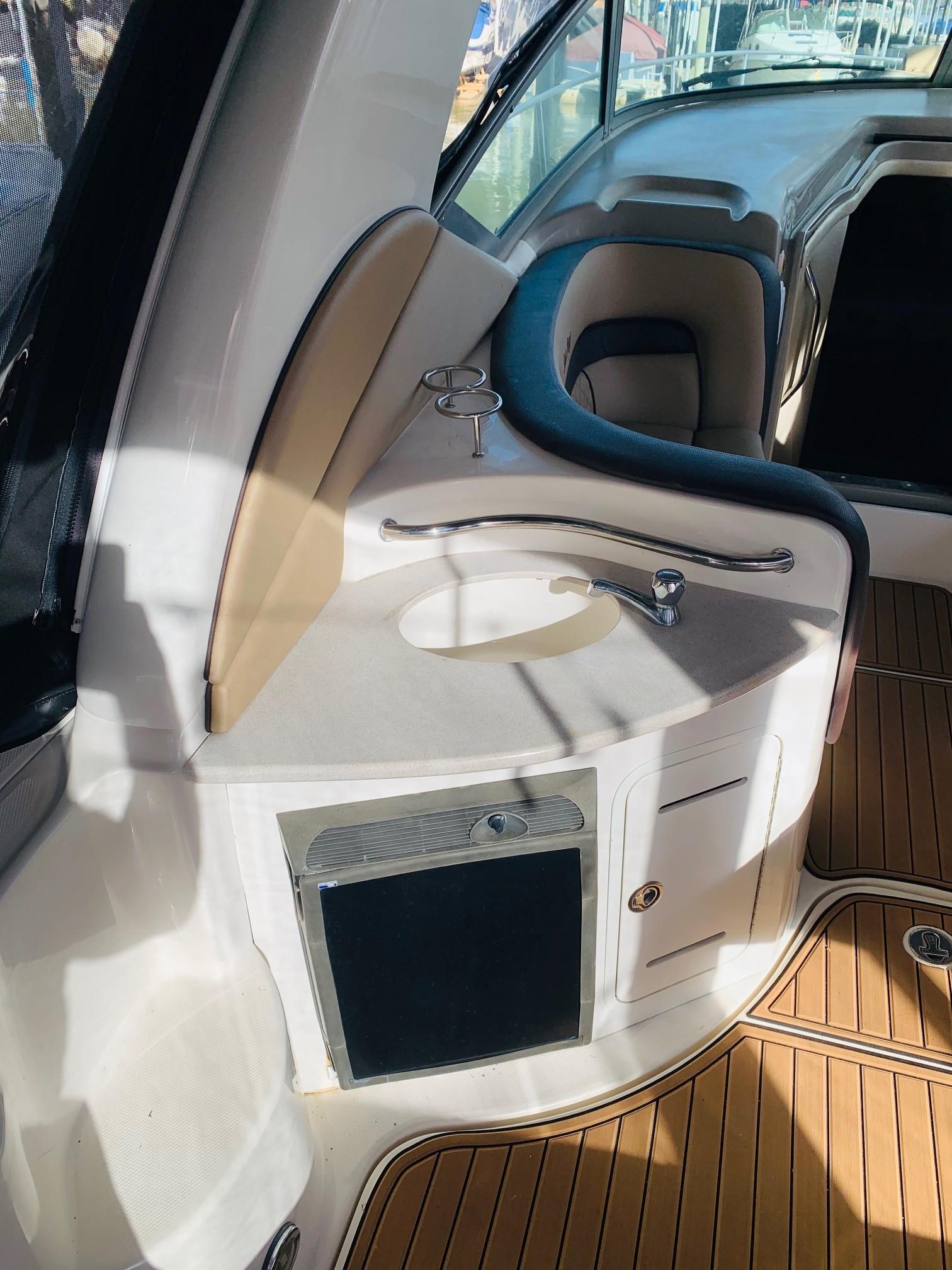 Sea Ray 320 Sundancer - Cockpit Sink