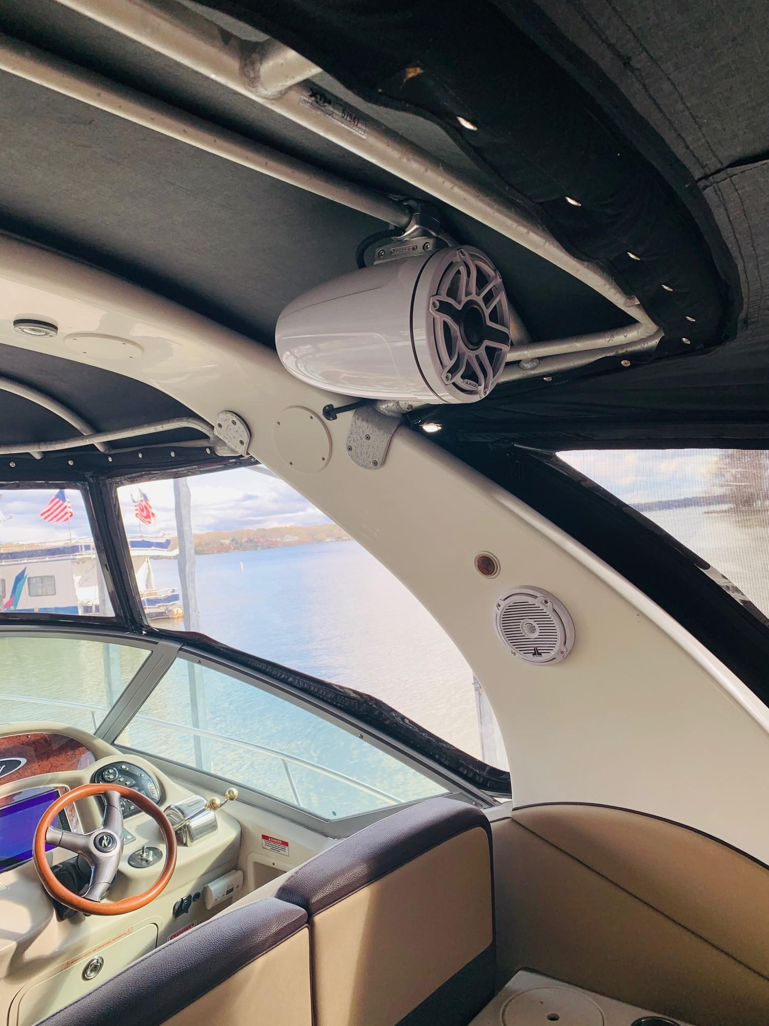 Sea Ray 320 Sundancer - Speaker