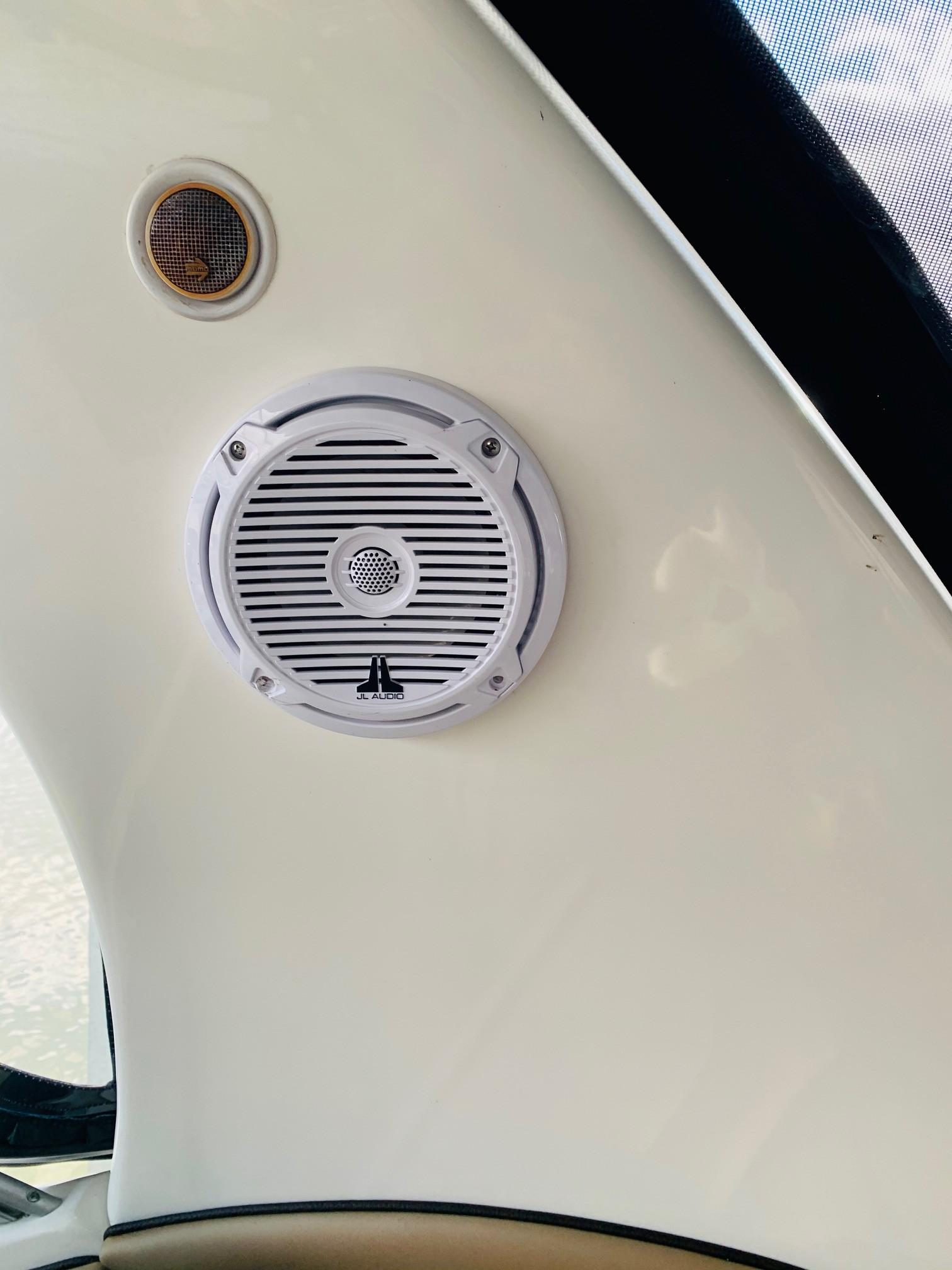 Sea Ray 320 Sundancer - Speaker 2