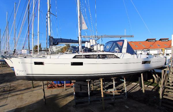 Beneteau Oceanis 41.1 used boat for sale from Boat Sales International