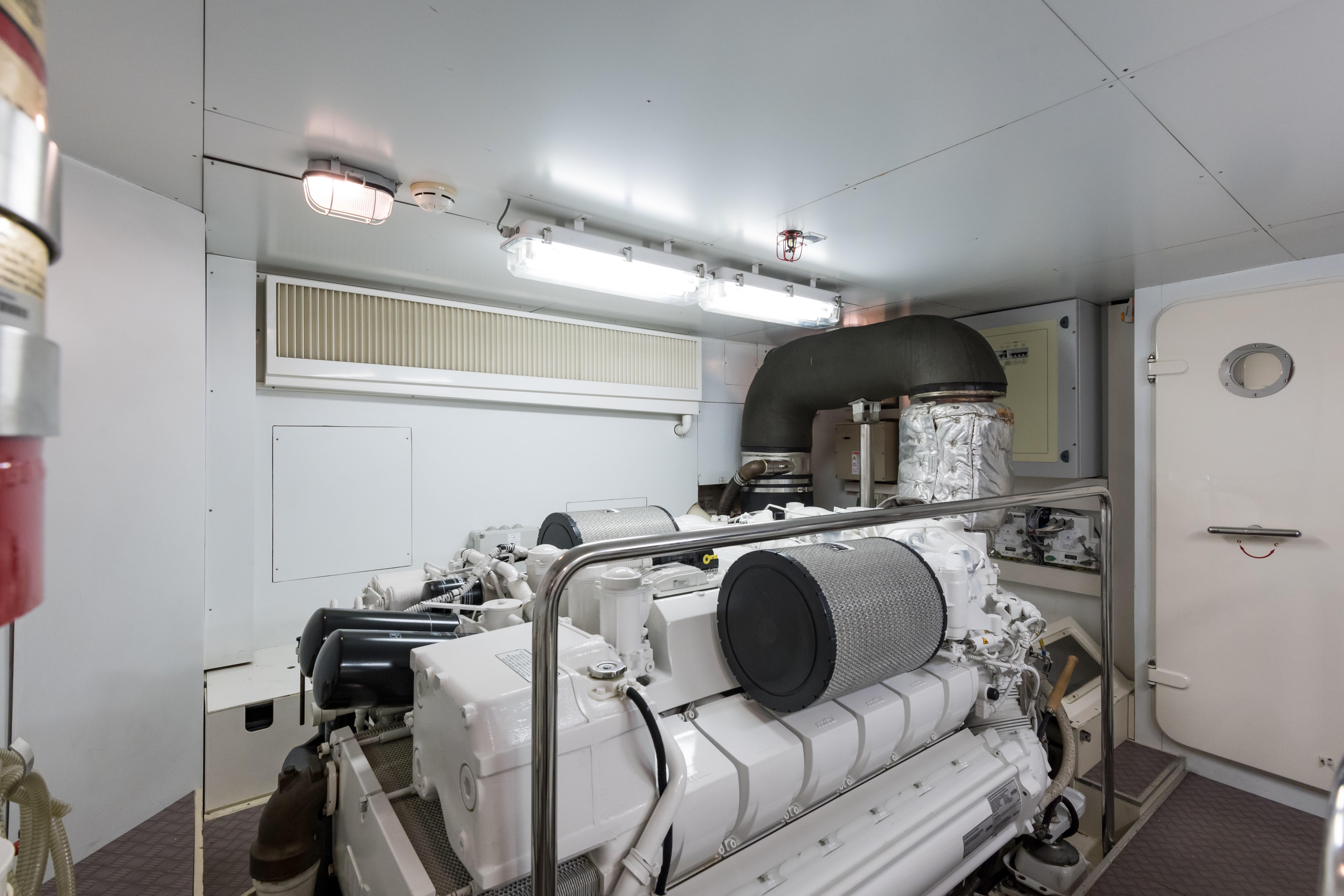 Janus Navem, 870 Ferretti Engine Room