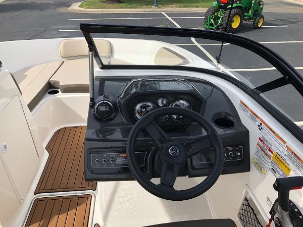 2018 Bayliner boat for sale, model of the boat is VR 5 BR & Image # 2 of 10