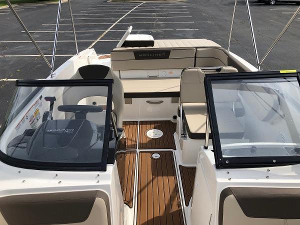 2018 Bayliner boat for sale, model of the boat is VR 5 BR & Image # 4 of 10