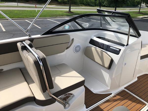 2018 Bayliner boat for sale, model of the boat is VR 5 BR & Image # 5 of 10