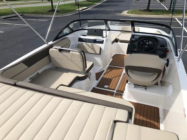 2018 Bayliner boat for sale, model of the boat is VR 5 BR & Image # 9 of 10