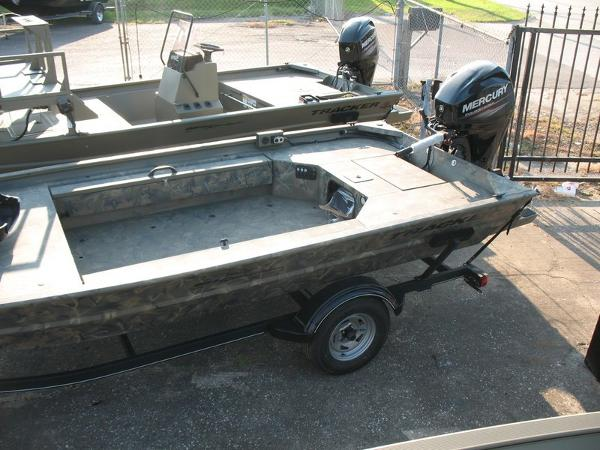 2018 Tracker Boats boat for sale, model of the boat is GRIZZLY® 1654 T Sportsman & Image # 4 of 4