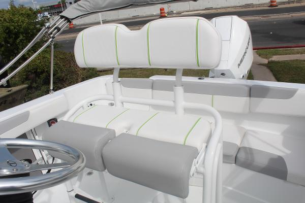 2020 Tahoe boat for sale, model of the boat is 2150 CC & Image # 9 of 17
