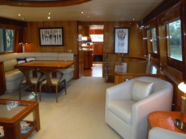 Salon Looking Forward to Starboard